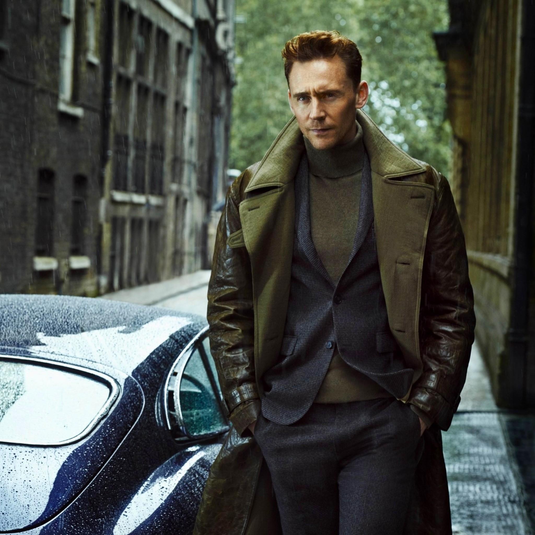 Preview wallpaper tom hiddleston, jaguar, car, man, style 2048×2048