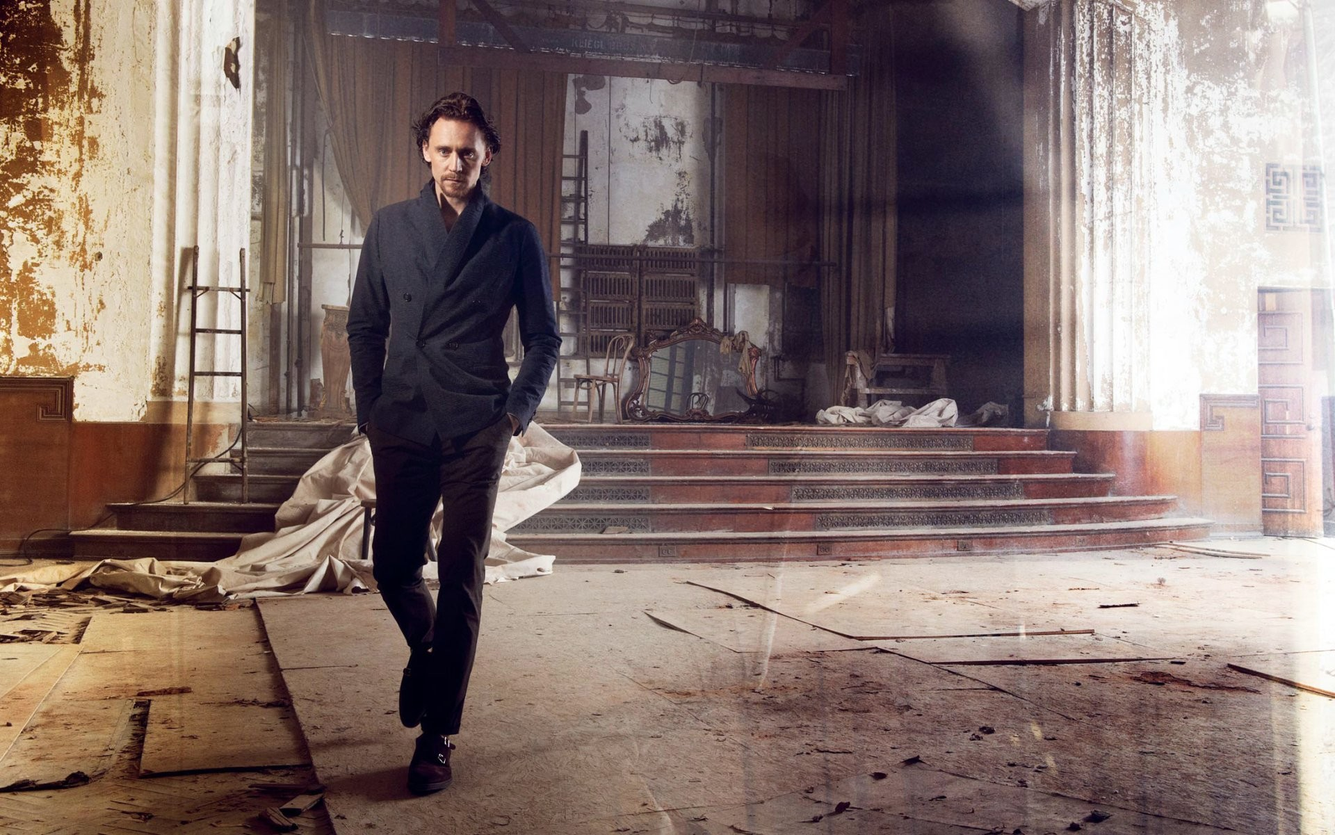 tom hiddleston tom hiddleston men jacket actor stage abandoned