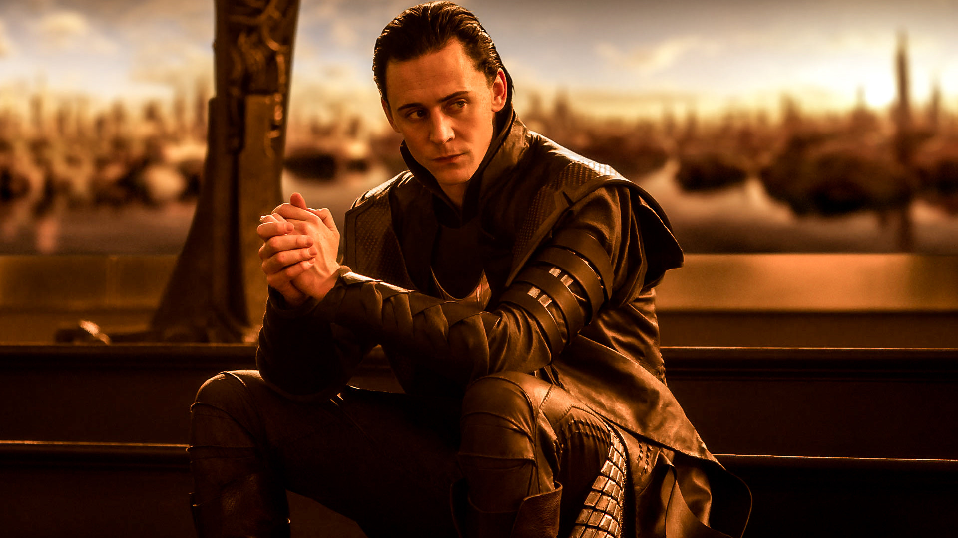 *click for full-sized version* Loki Tom Hiddleston Wallpaper 1600 x 900