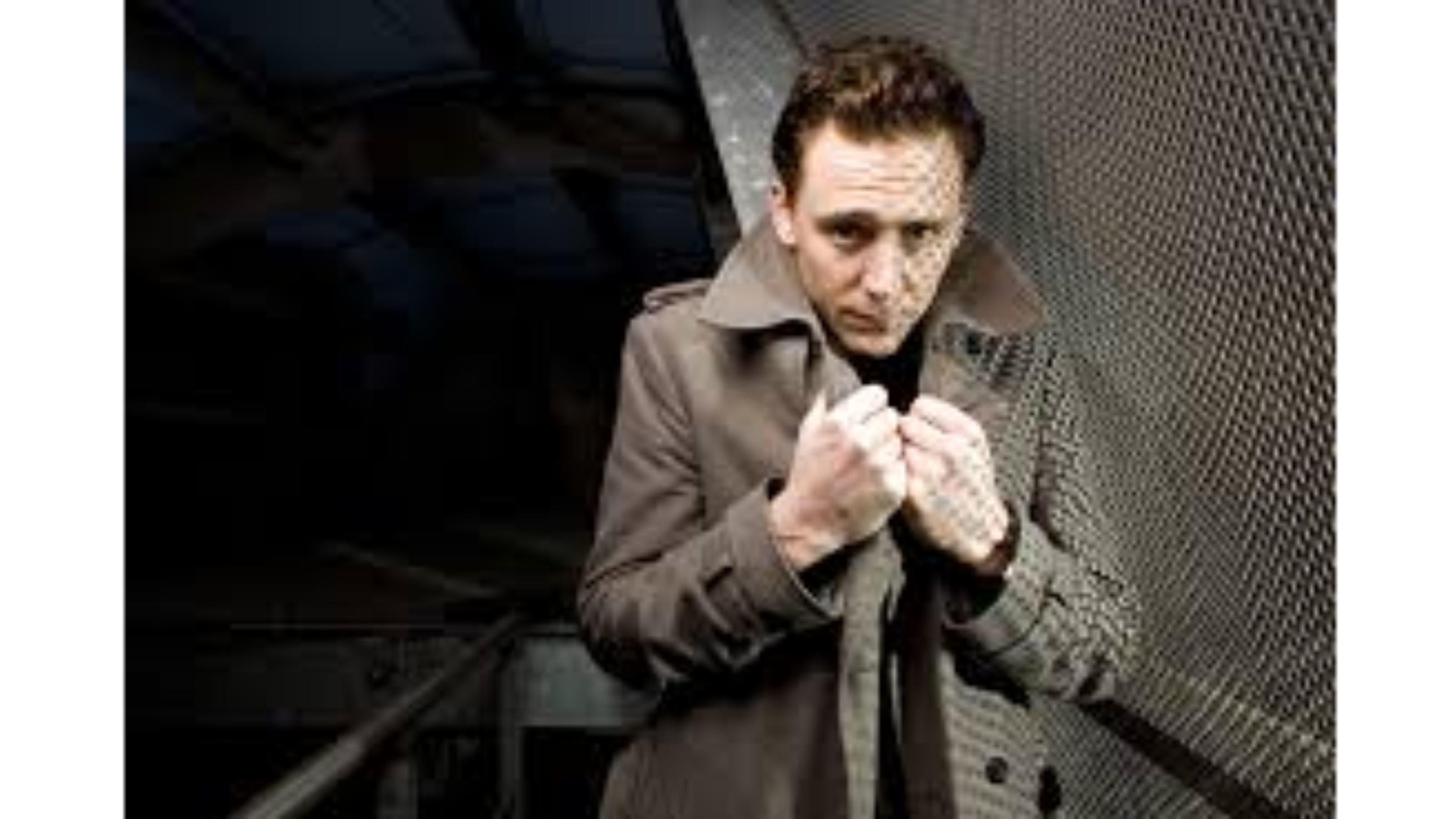 Cute 4K Tom Hiddleston Wallpaper