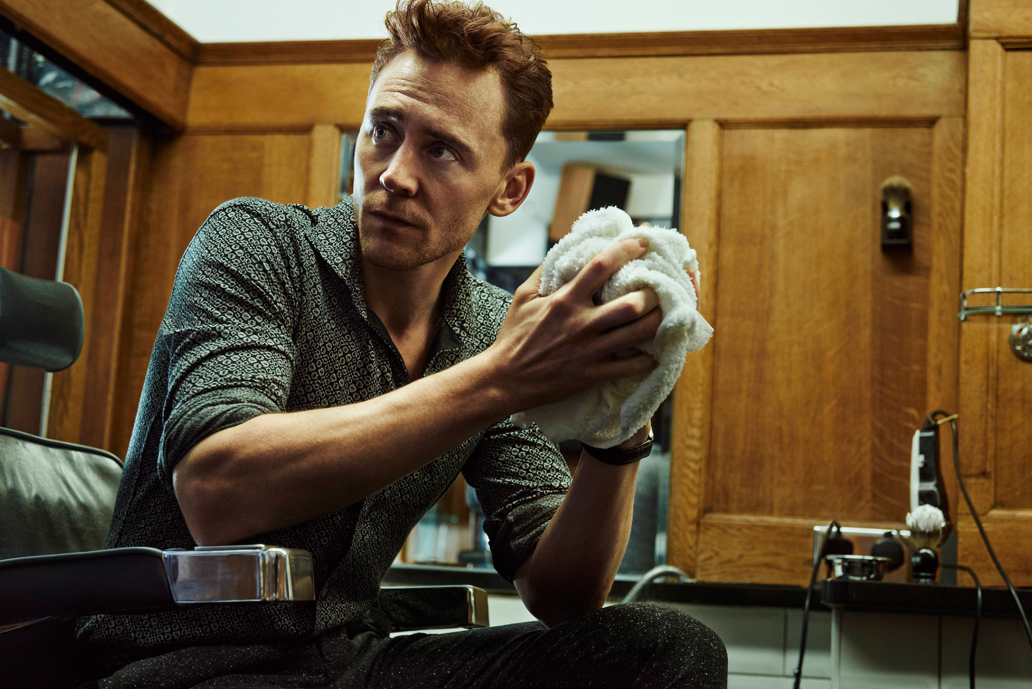tom hiddleston actor towel