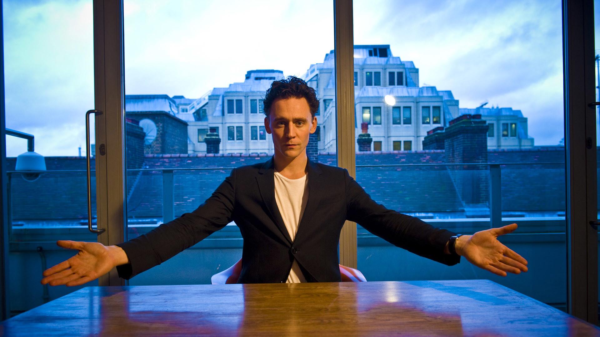 Tom Hiddleston HD Tom Hiddleston Wallpapers 04
