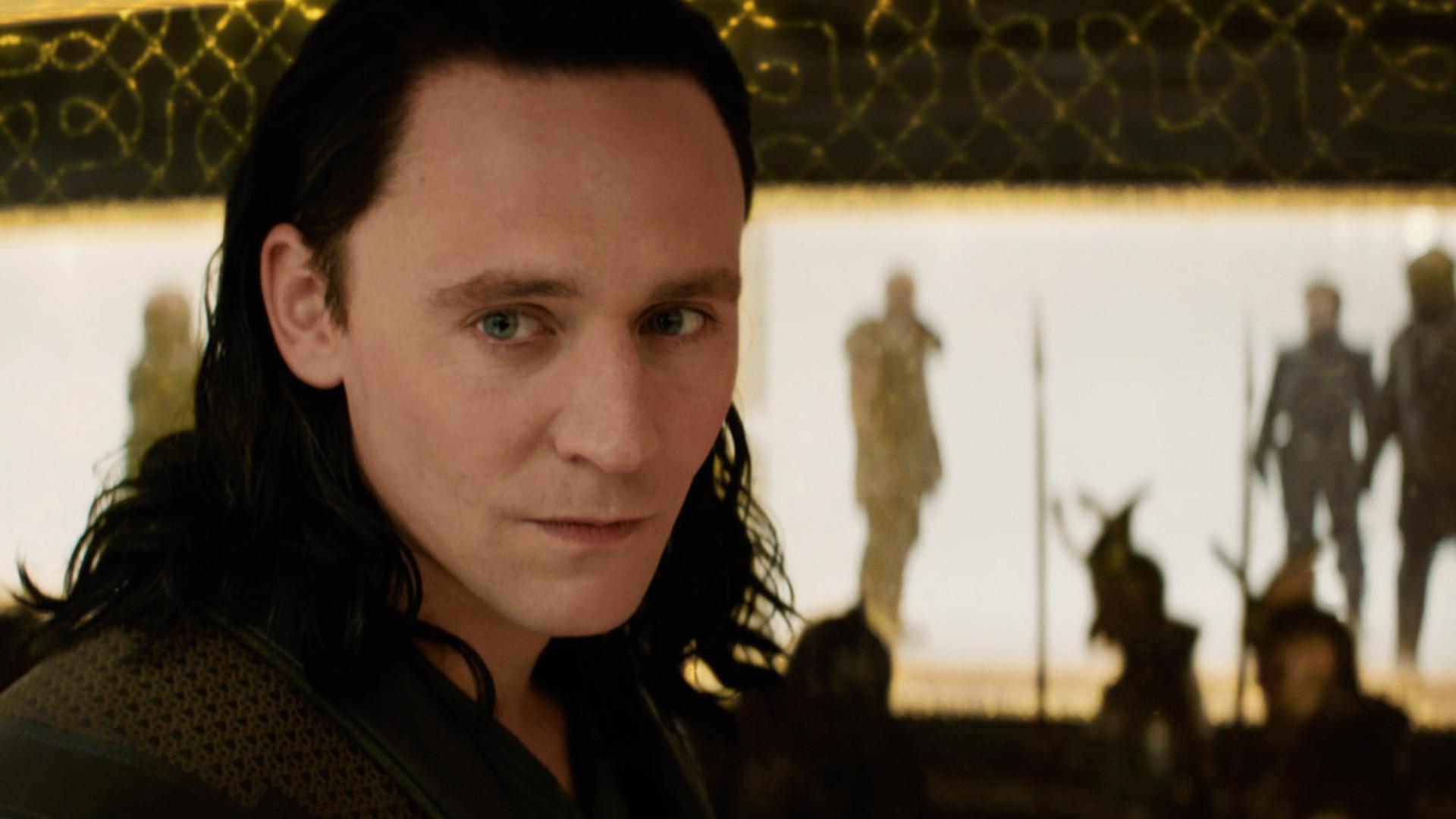 Tom Hiddleston Wallpaper Smile