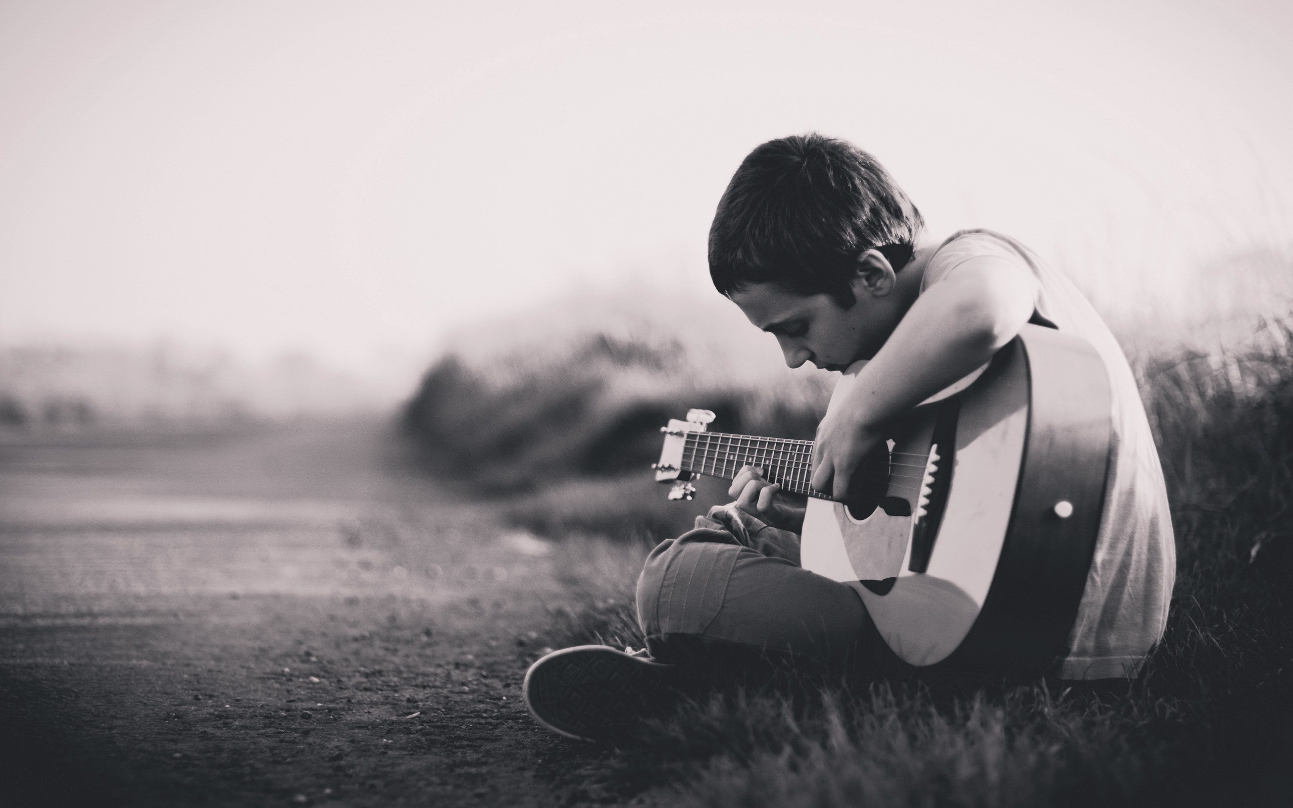 Lonely Boy Playing Guitar HD Images – New HD Wallpapers