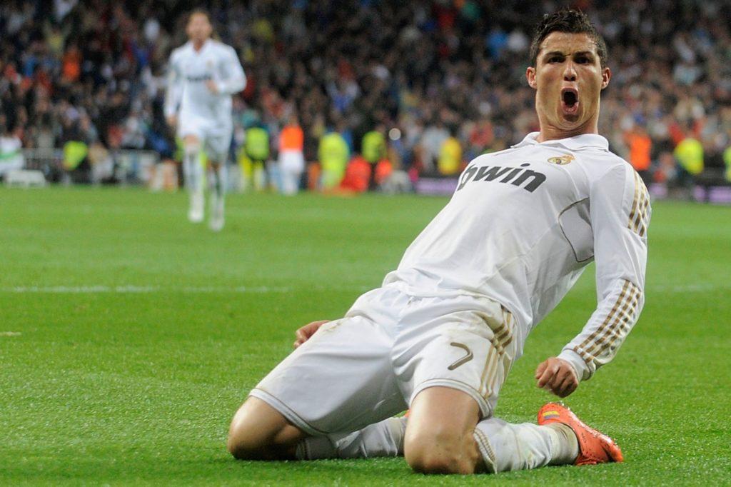 'Yo aqui, yo aqui': Watch Cristiano Ronaldo put pay to rumours linking him  with Manchester United return