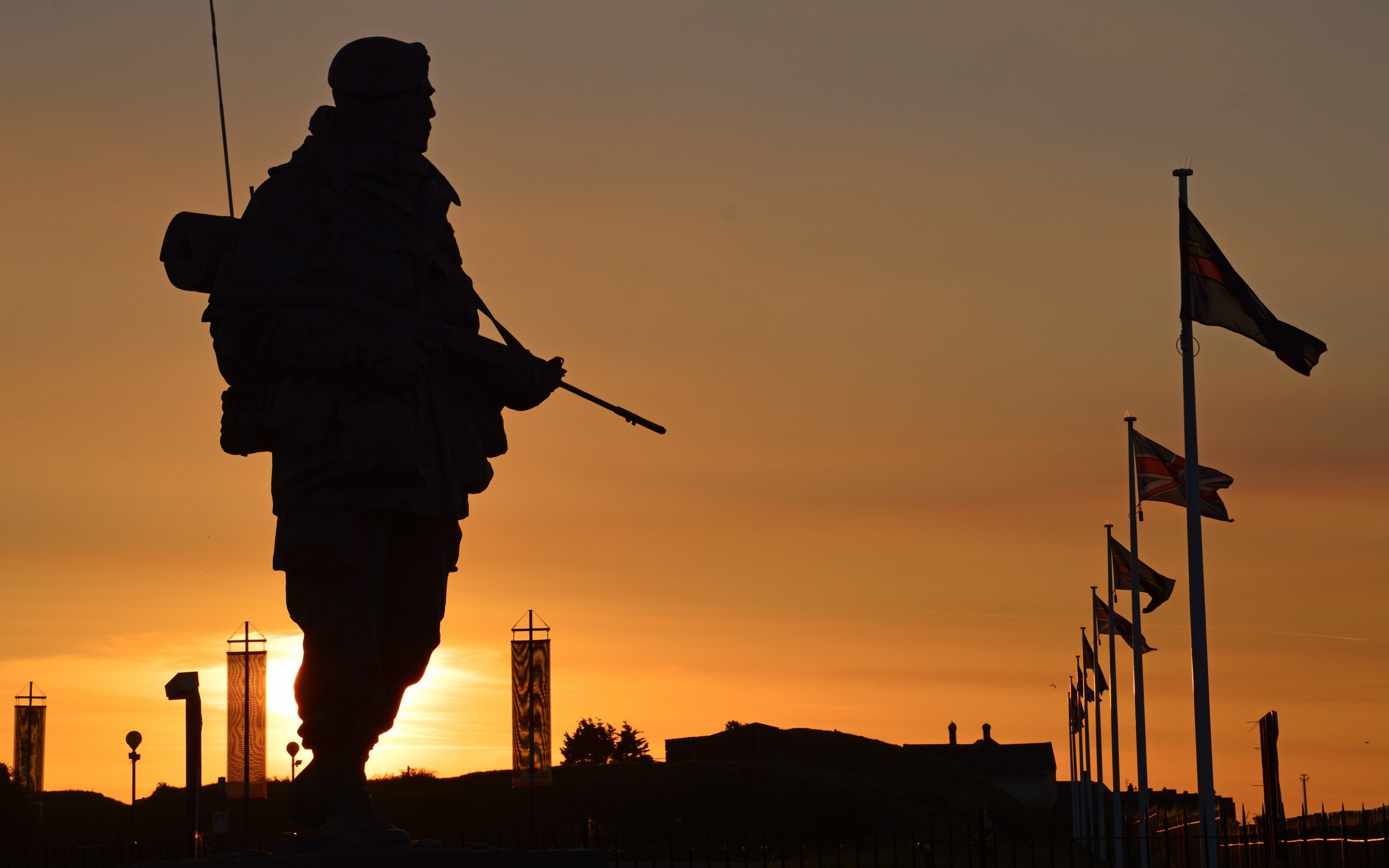 sun sunset silhouette commandos soldiers weapons equipment royal marines UK  military wallpaper