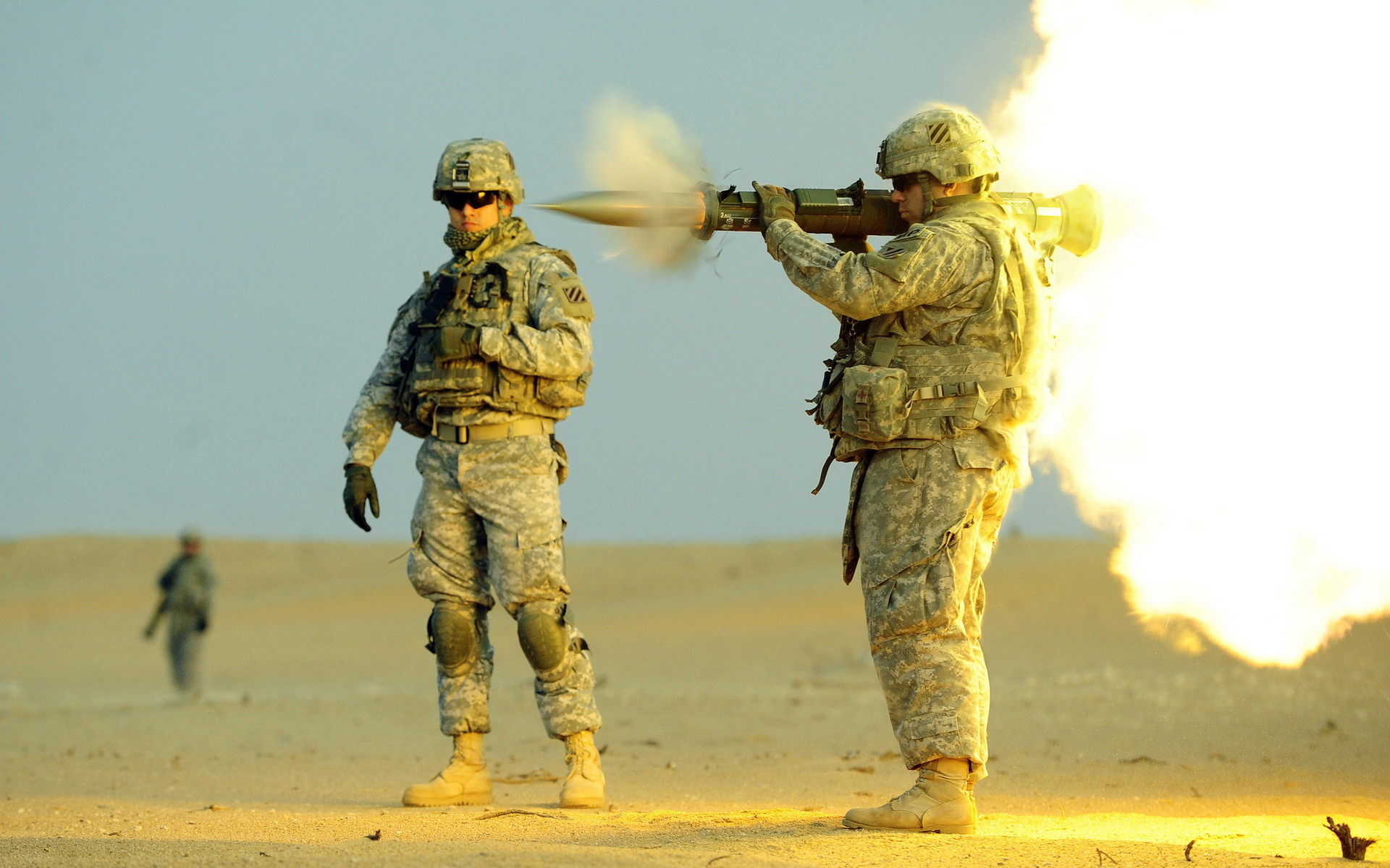 Soldiers Grenade launcher Men US army AT-4 Firing Army military wallpaper