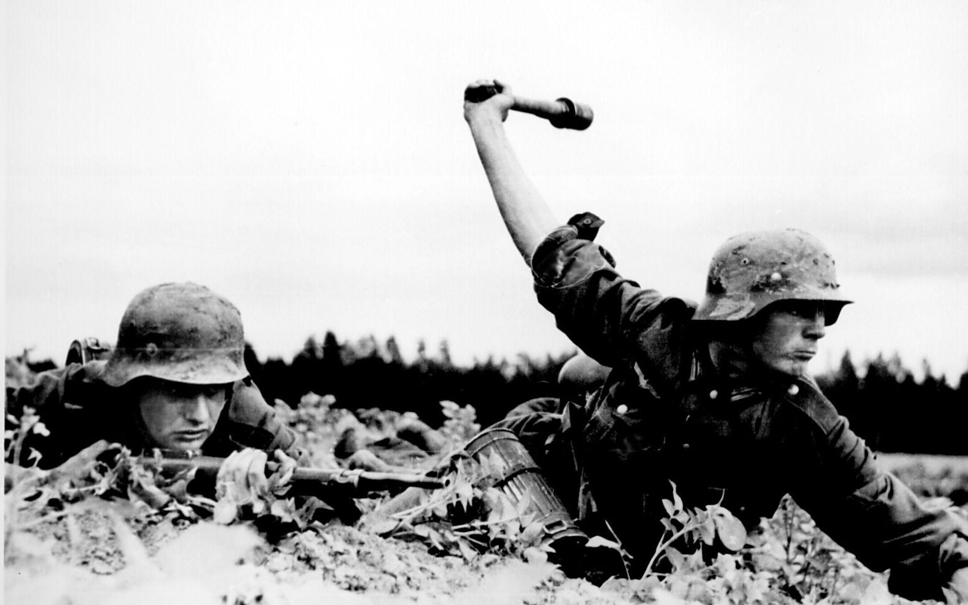 widescreen wallpaper grenade, 223 kB – Paxton Smith
