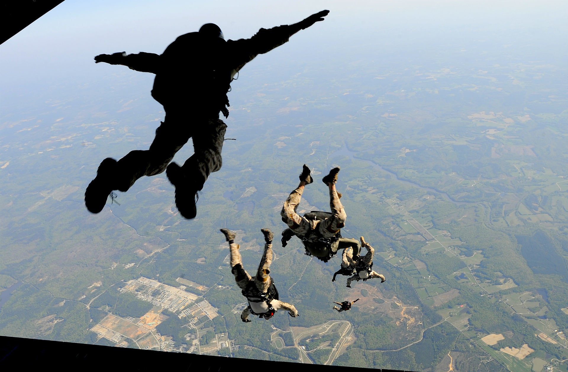 Military – Soldier Skydiving Airplane Wallpaper
