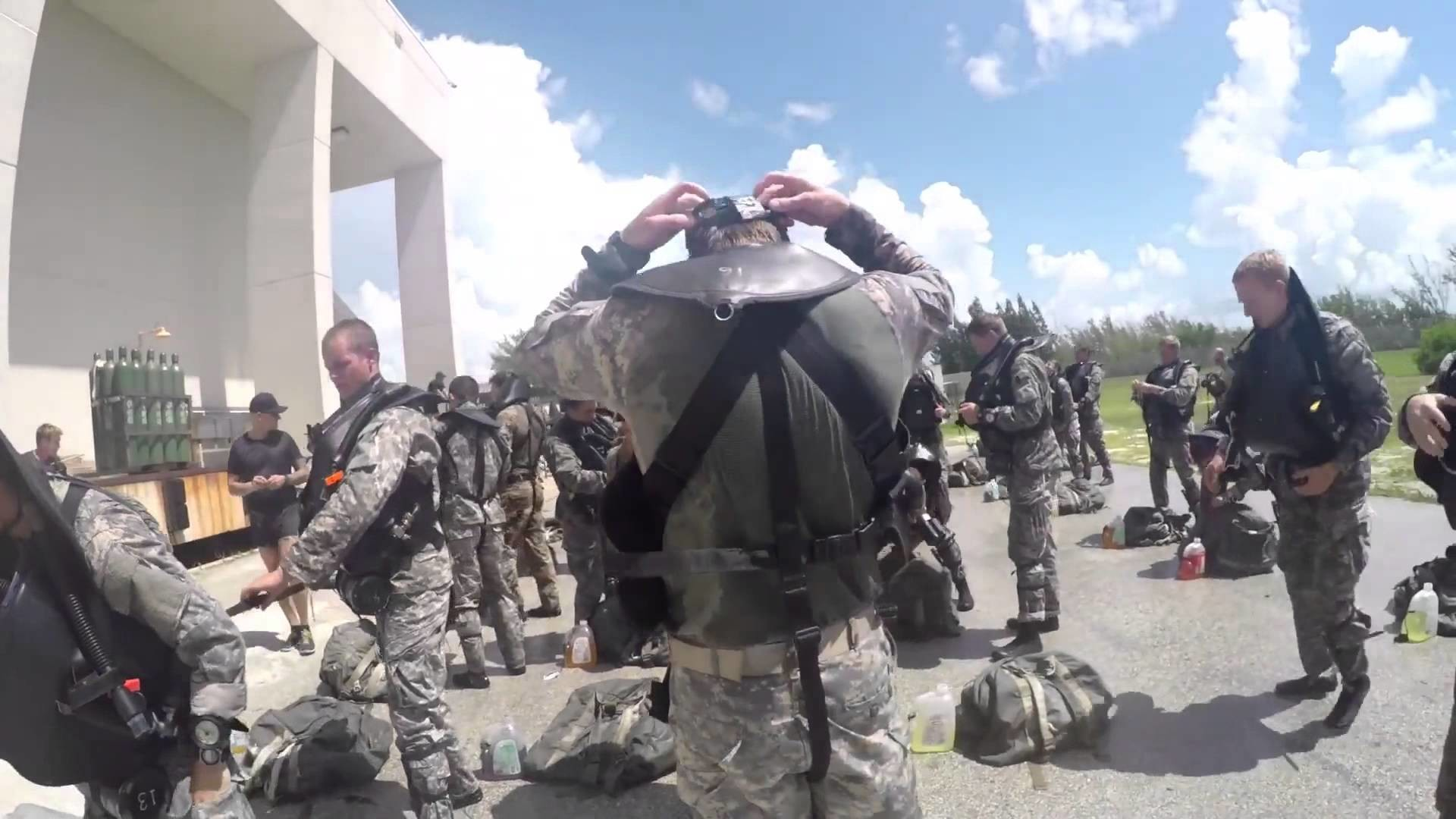 A look at the U.S. Army Special Forces Underwater Operations School –  YouTube