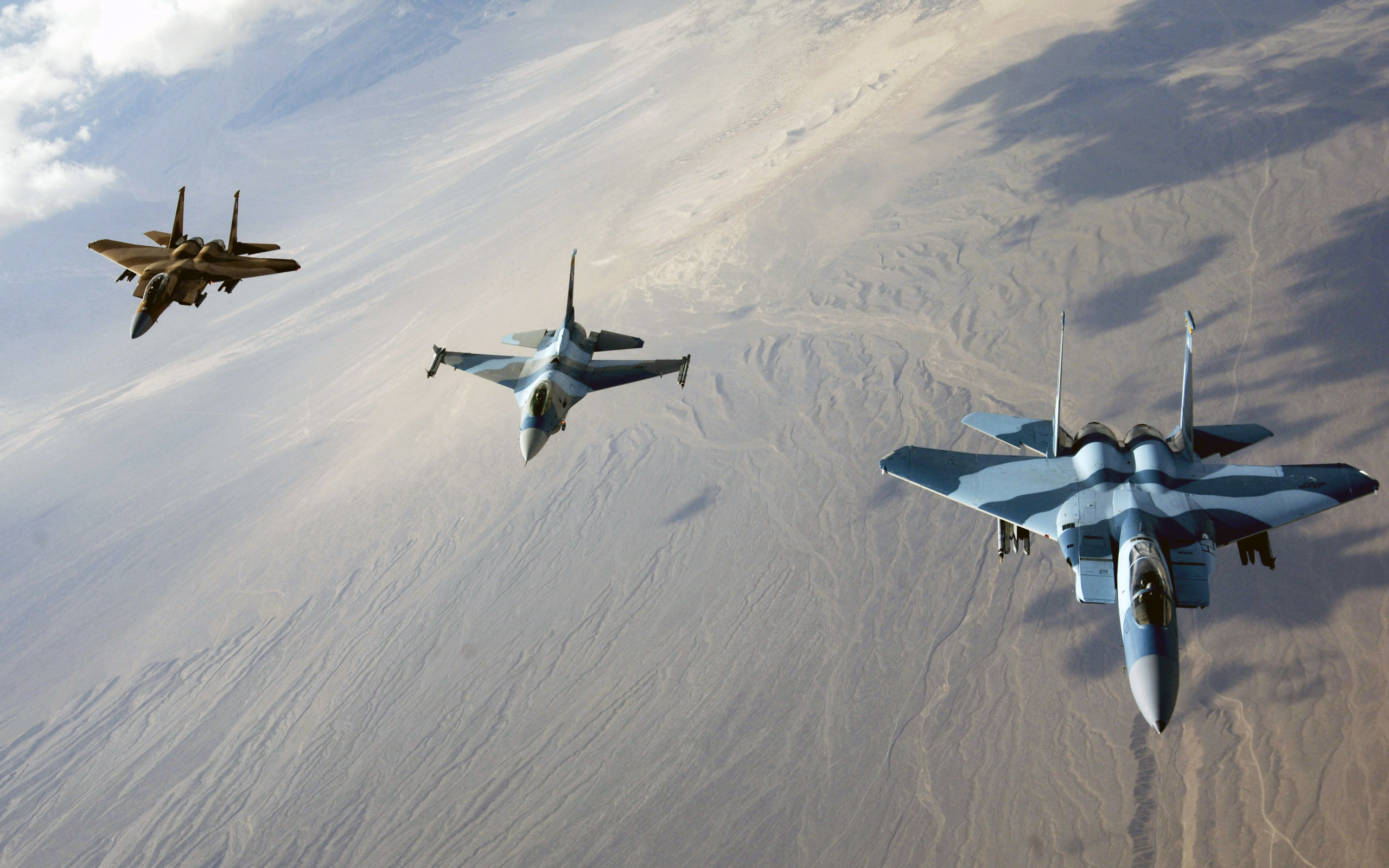 HD F 15 Eagles and F 16 Fighting Falcon Screensaver Backgrounds