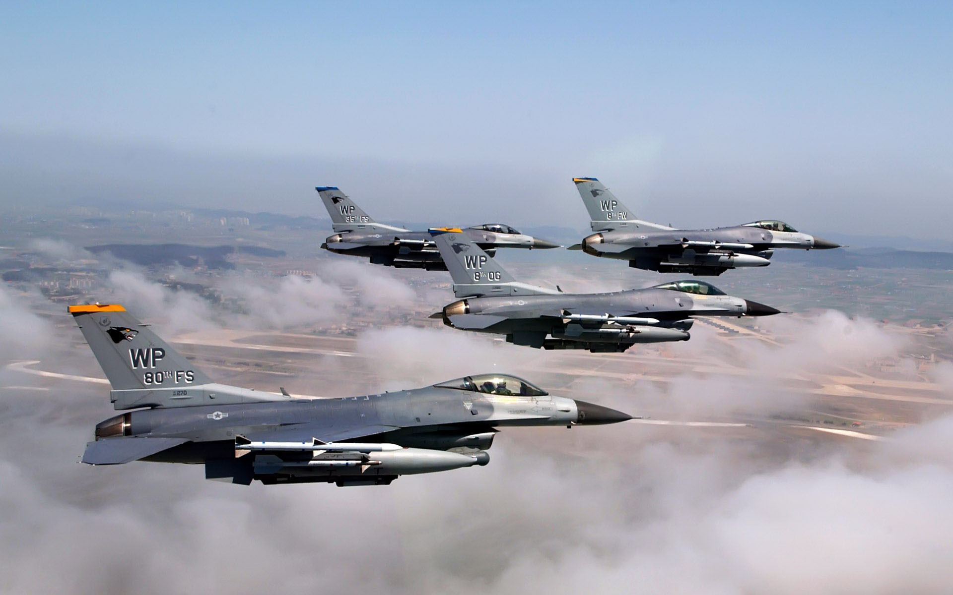 General Dynamics F-16 Fighting Falcon Squadron wallpaper
