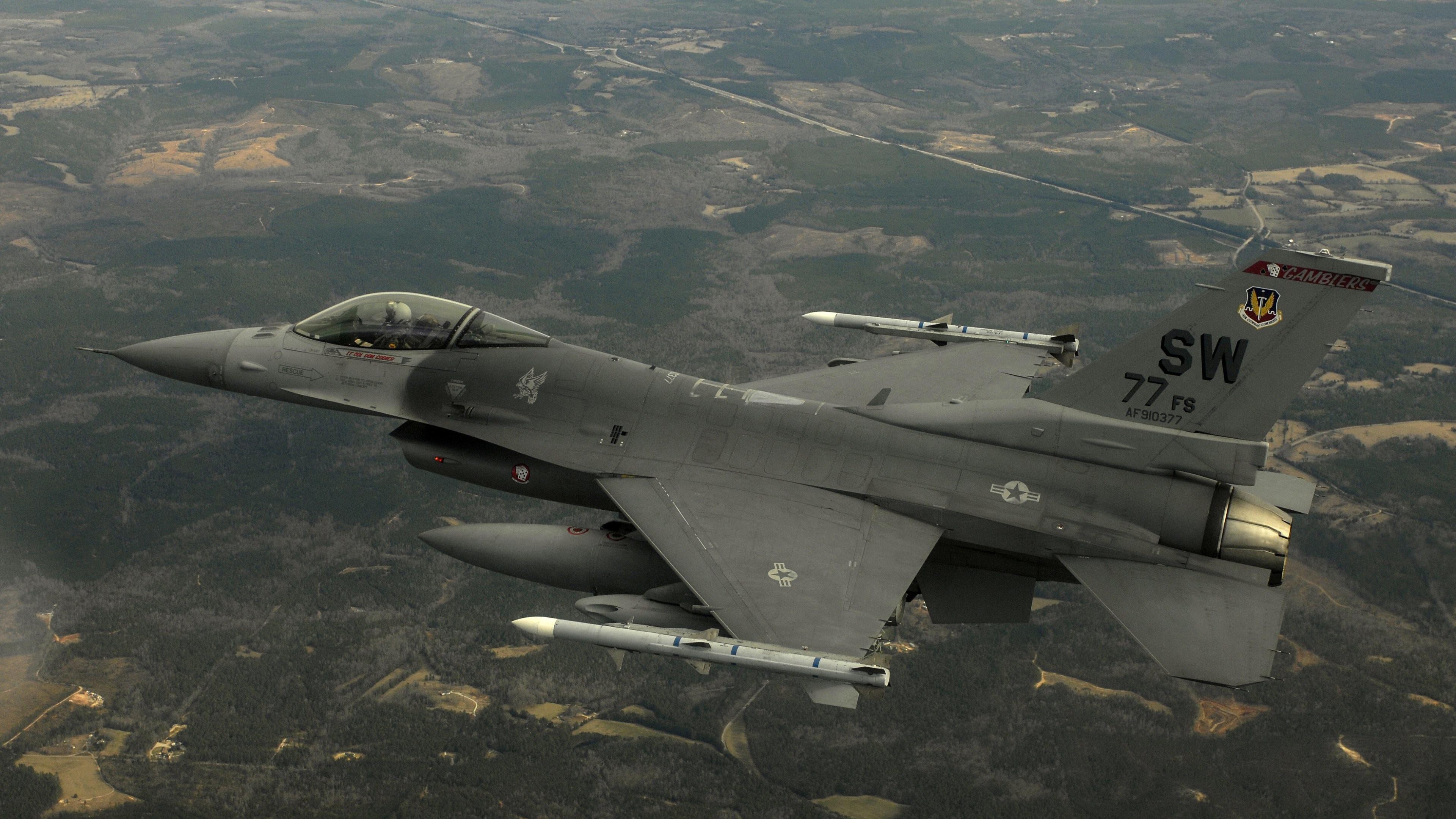 4K HD Wallpaper: Lockheed Martin F-16 in flight