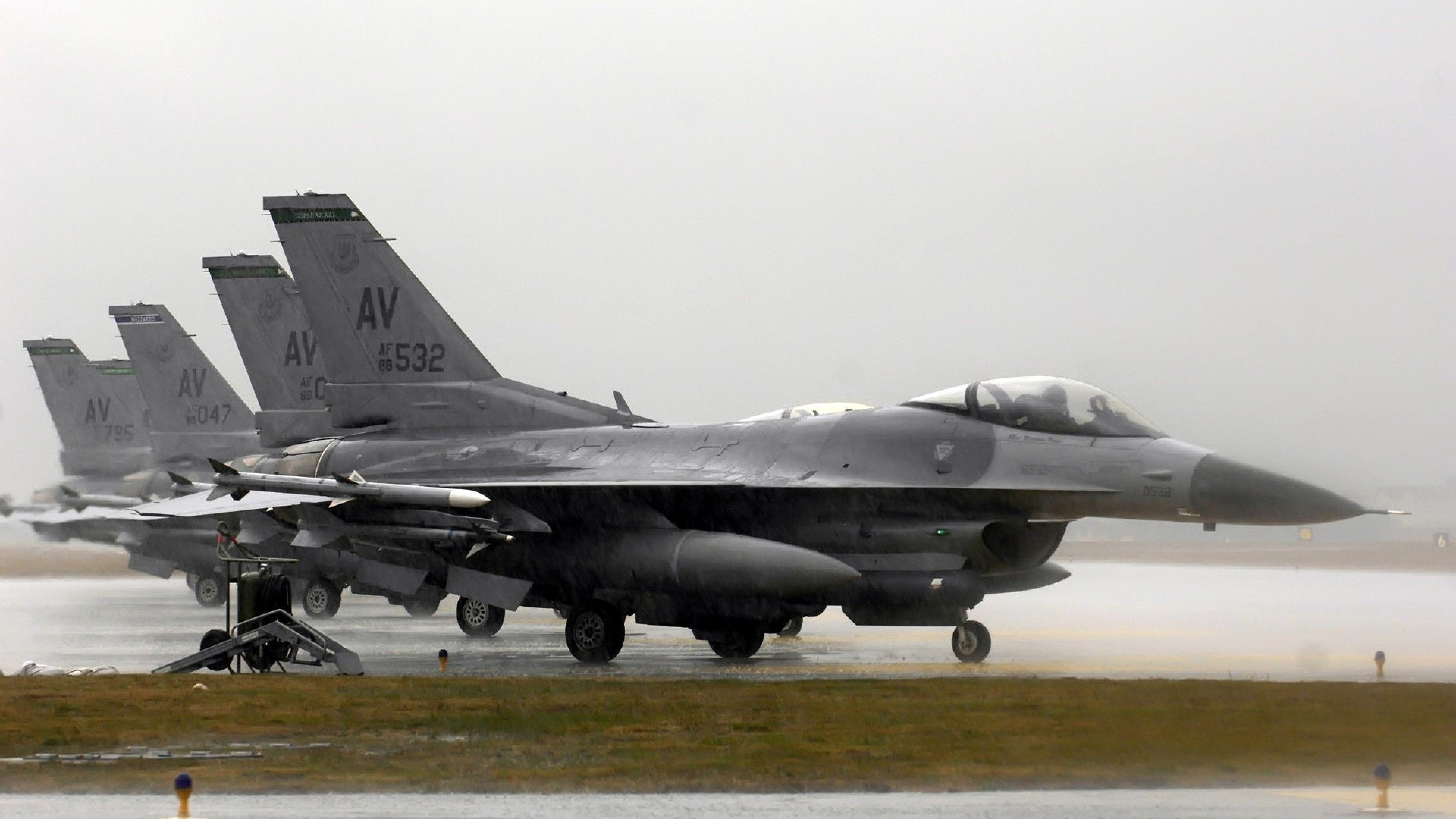 Preview wallpaper f-16 fighting falcon, aircraft, runway 3840×2160