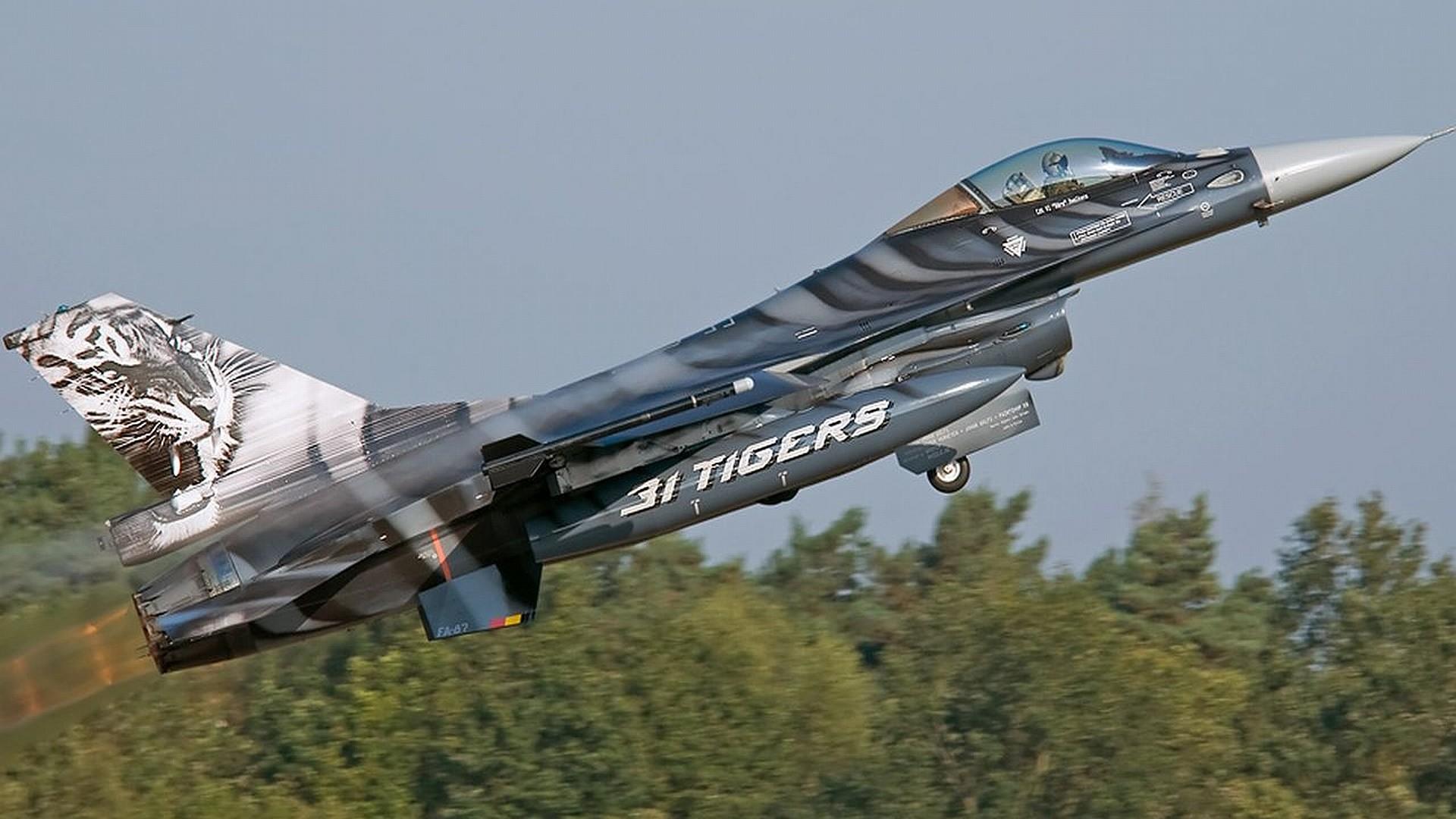 General Dynamics F-16 Fighting Falcon hd