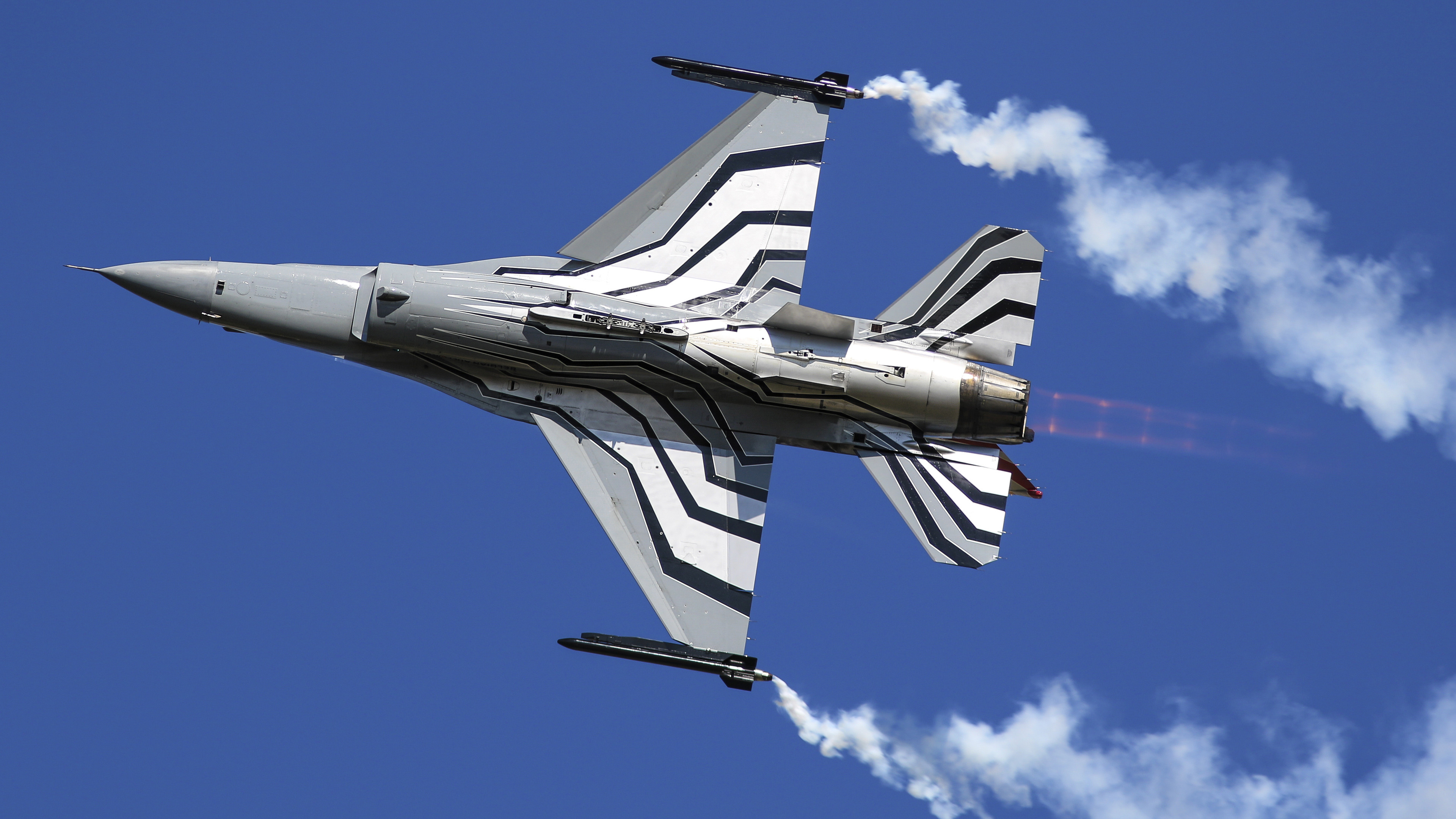 General Dynamics F 16 Fighting Falcon Fighter Aircraft