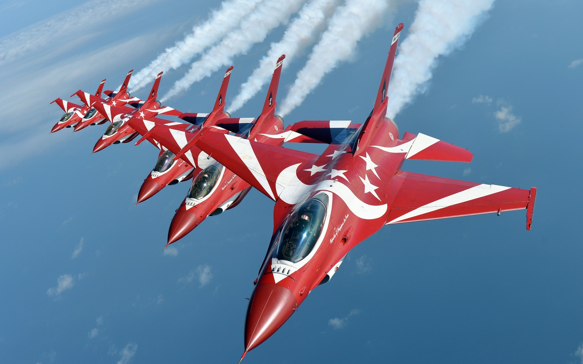 Military / General Dynamics F-16 Fighting Falcon Wallpaper