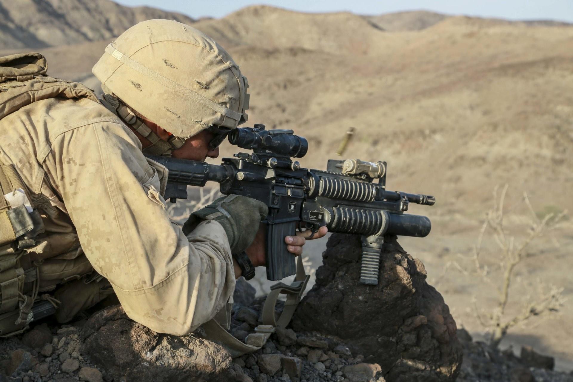 united states marine corps men weapon