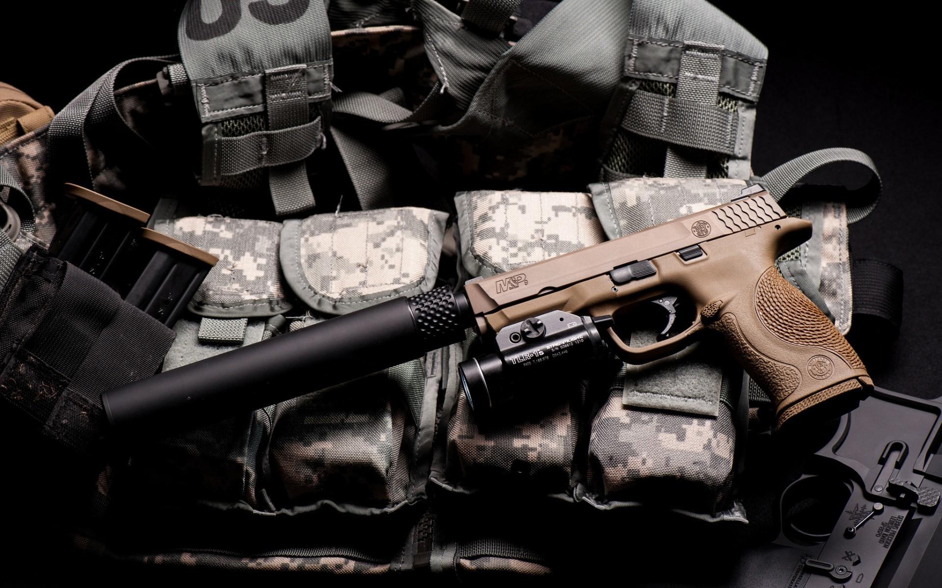 Fondo de pantalla Smith And Wesson Pistol With Silencer HD