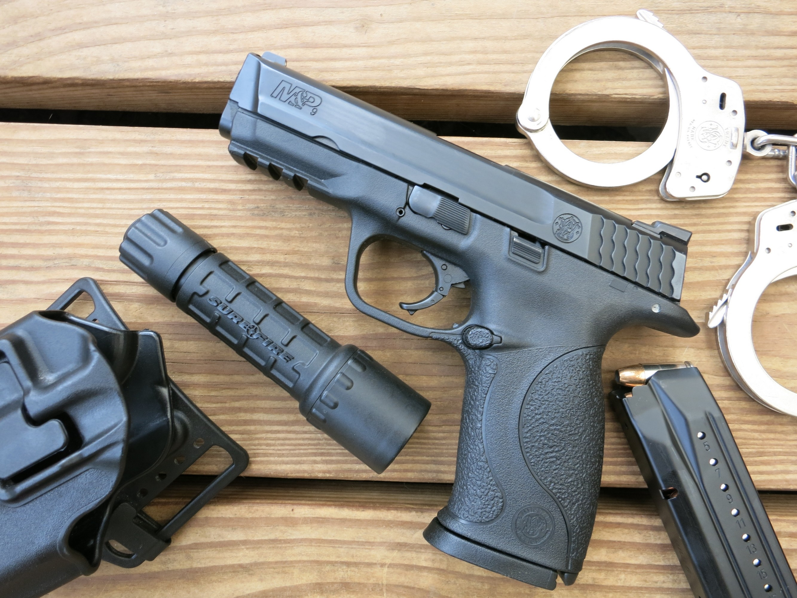 File:Smith & Wesson M&P 9 (23399778374).jpg