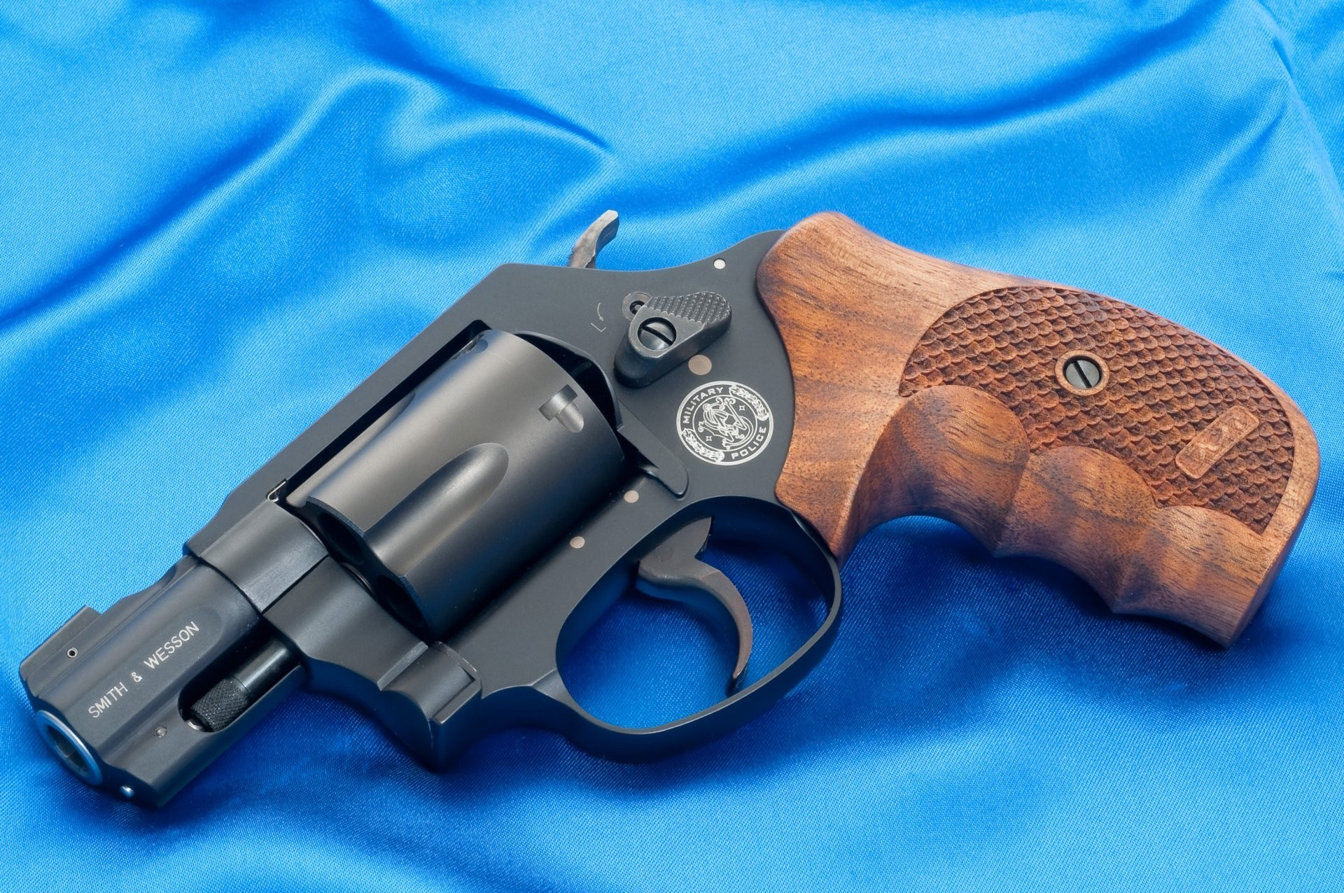 smith & wesson mp360 gun smith wesson mp 360 revolver military police  canvas background