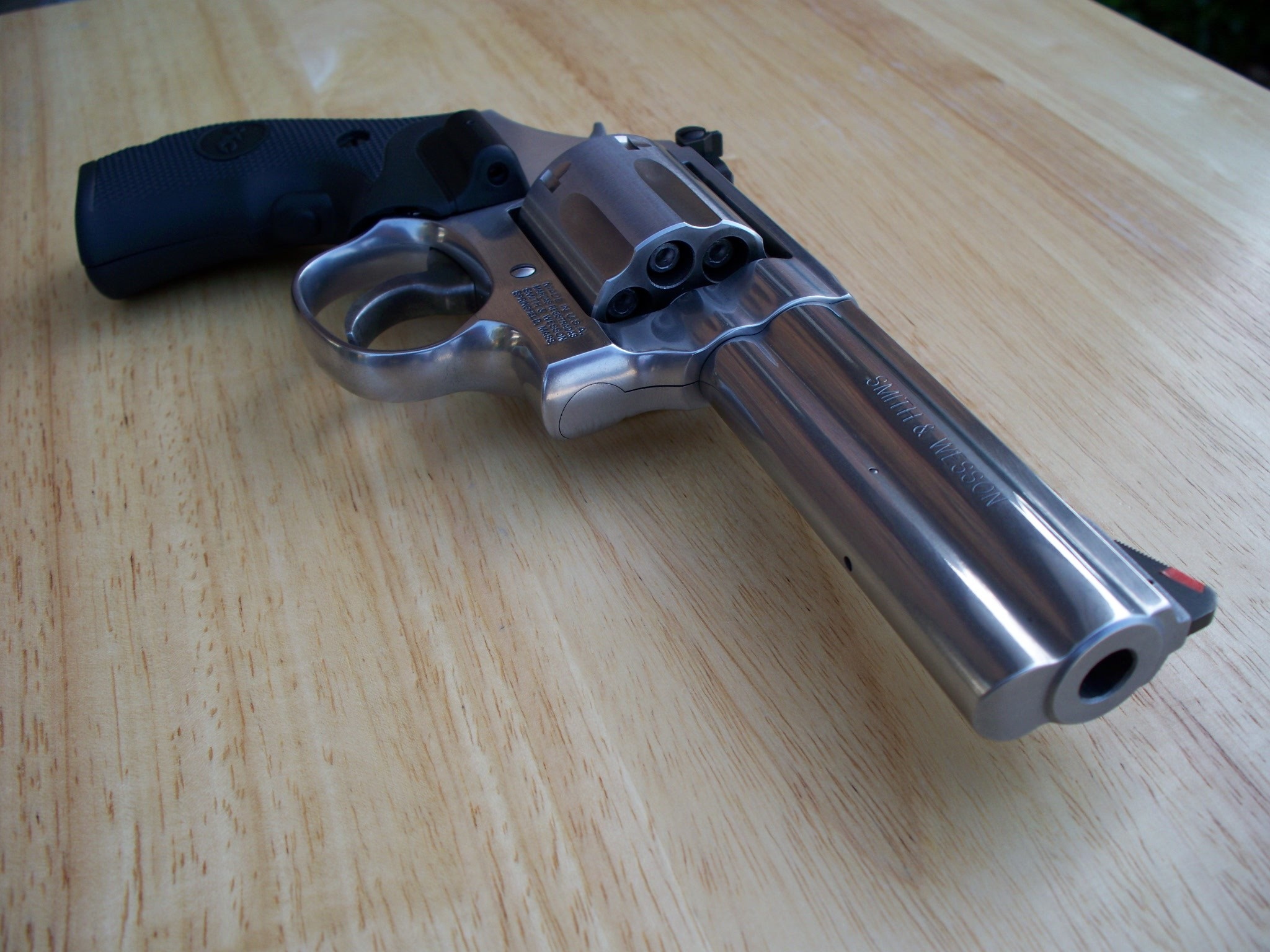 File:Smith & Wesson .357 Model 686 Plus barrel view.jpg