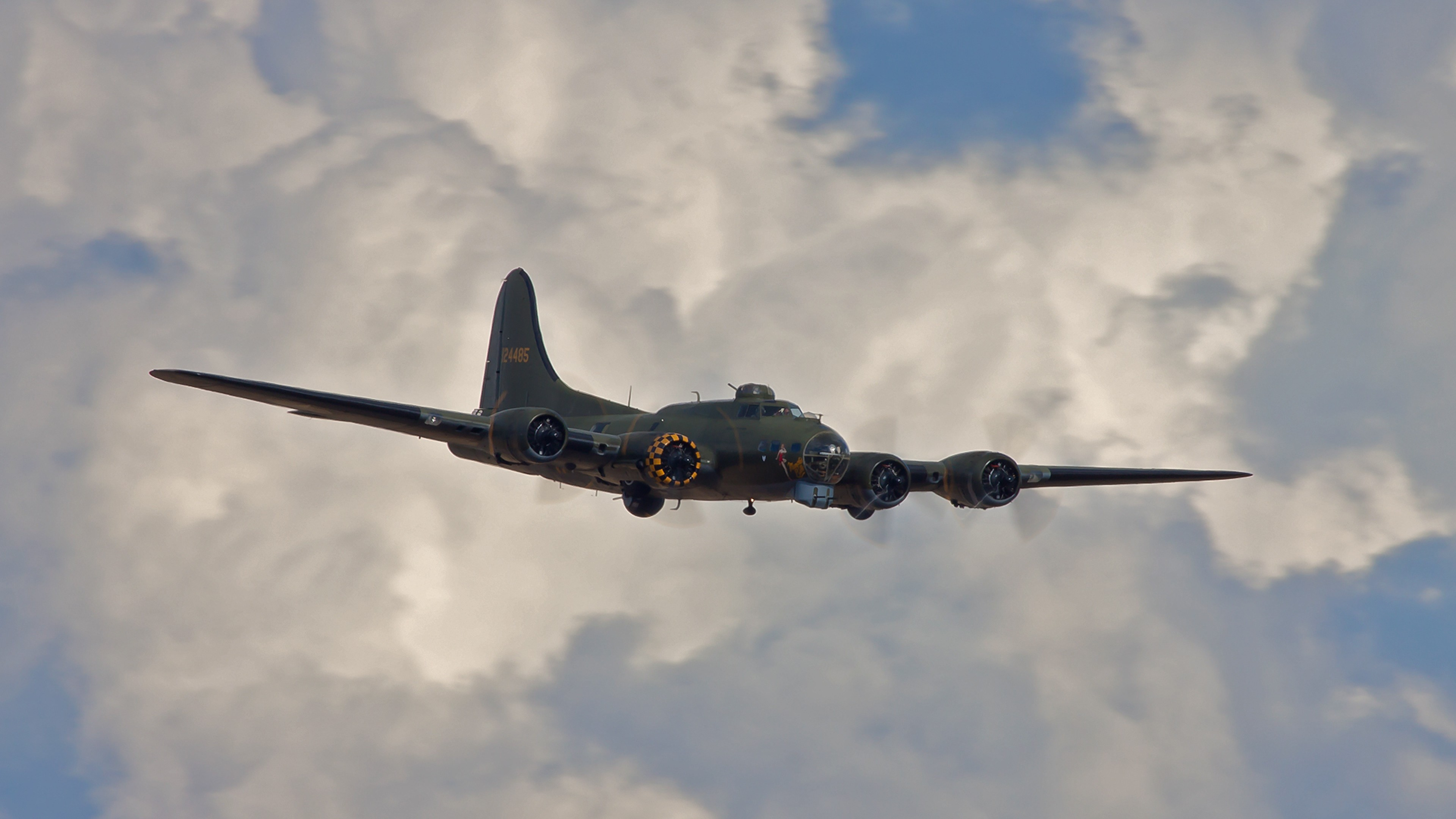 Wallpaper boeing b-17, flying fortress, bomber, sky, clouds