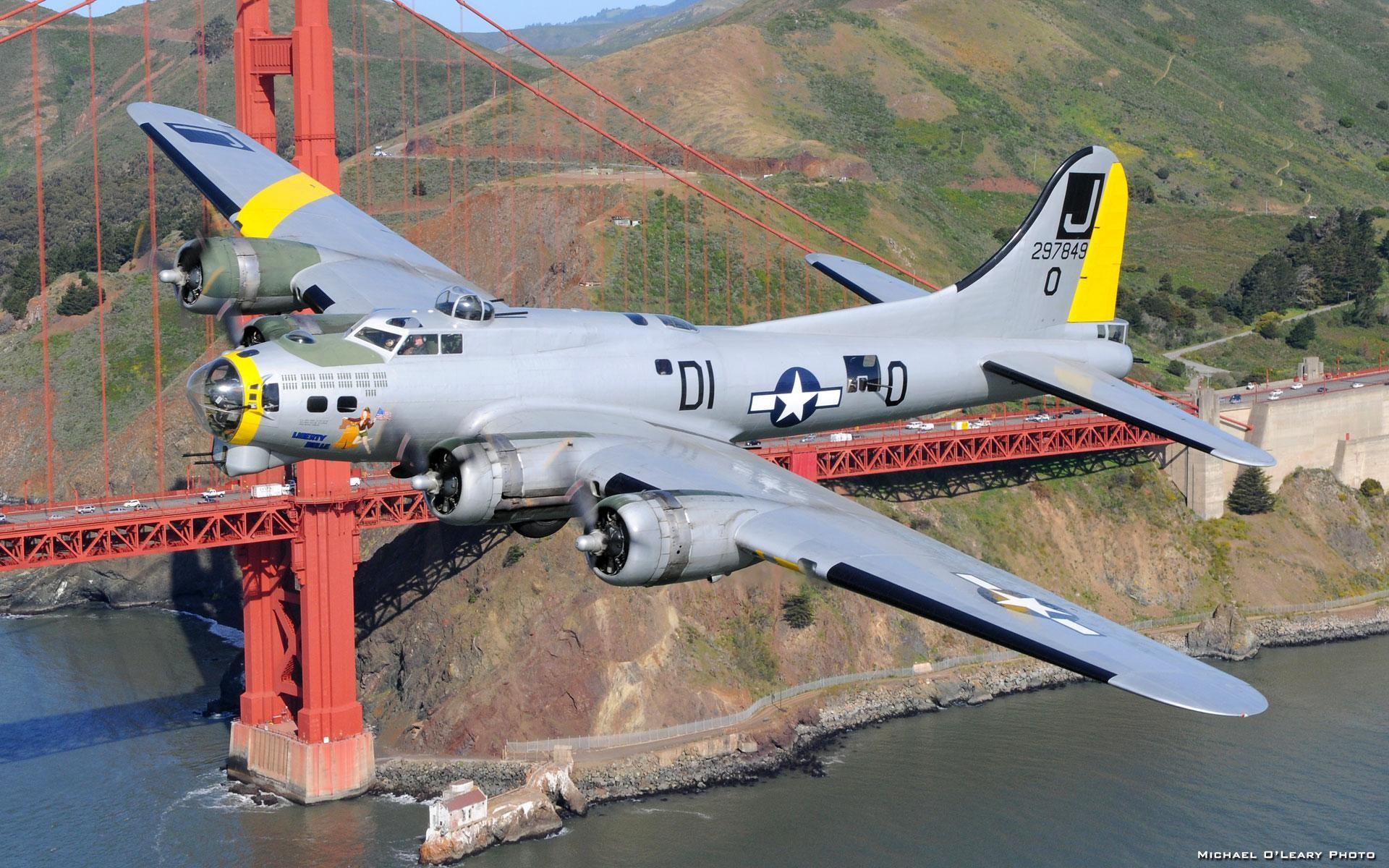 B-17 Bomber wallpaper thumb