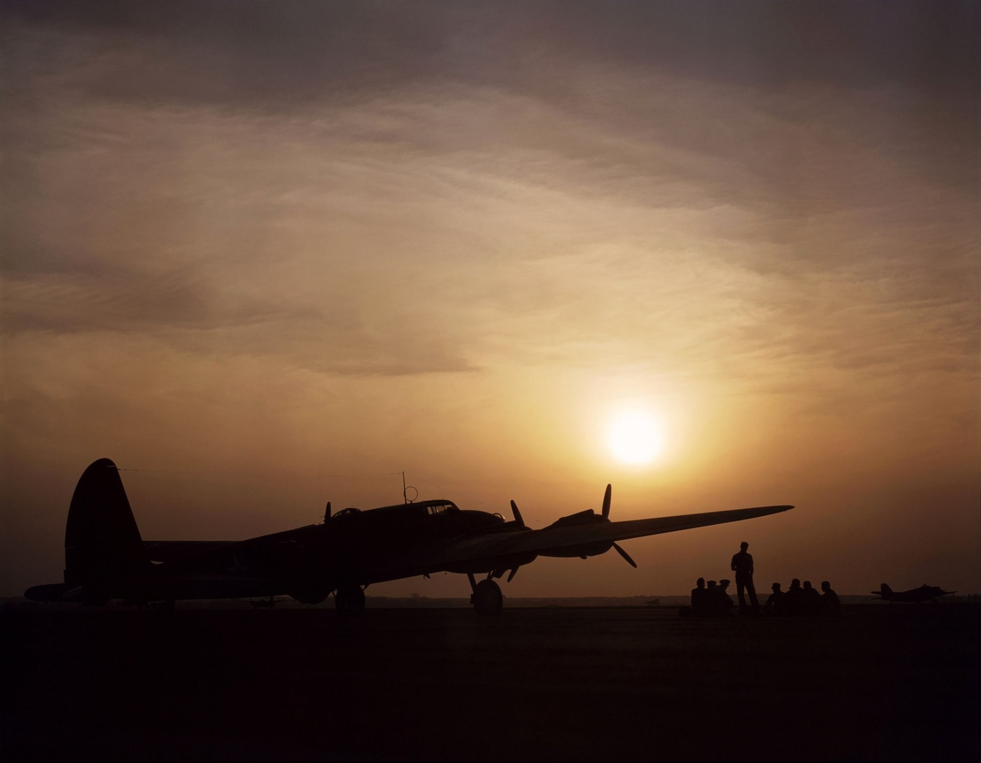 b-17 flying fortress flying fortress bomber sky sunset airport drivers