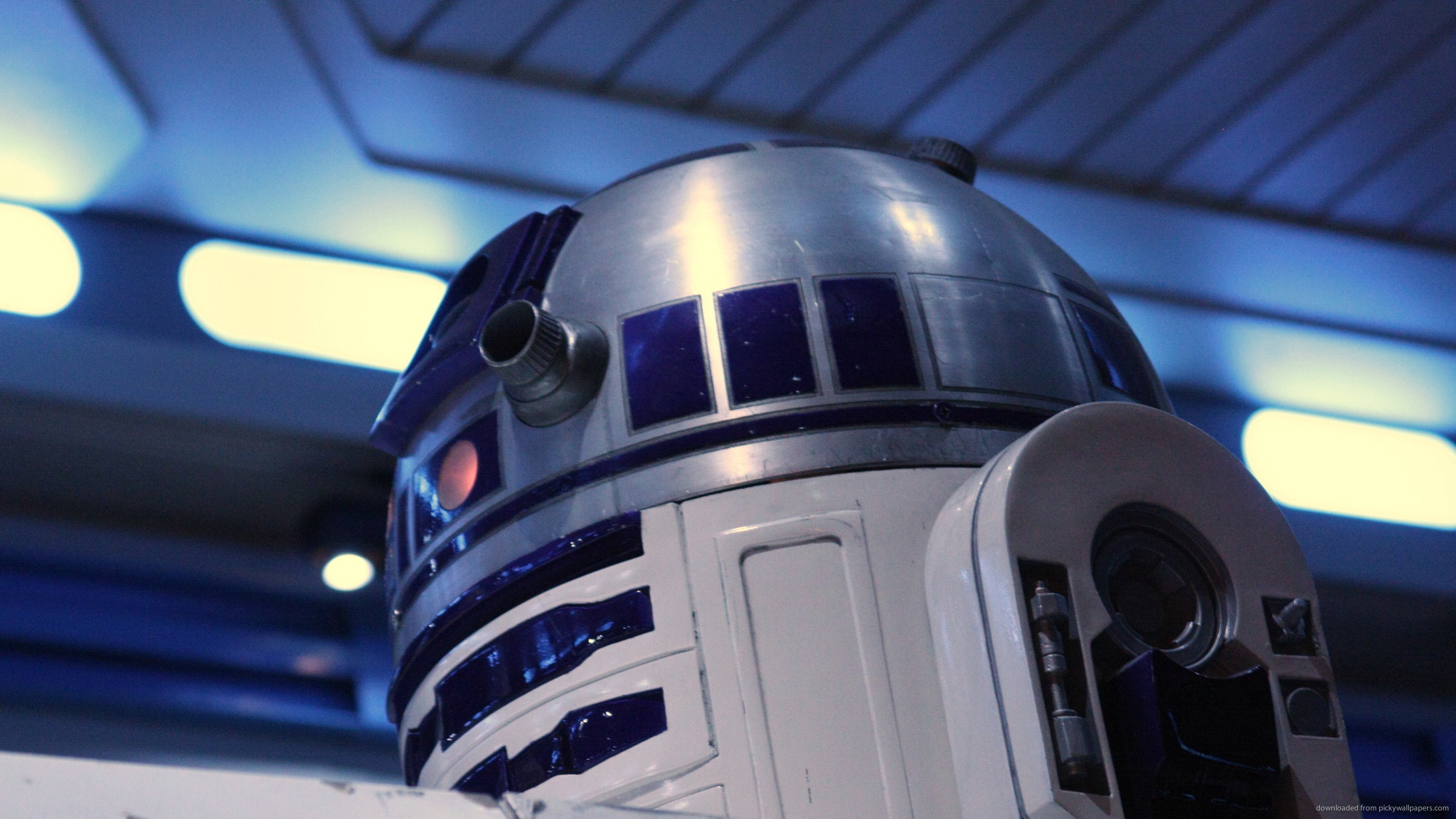 Mounted R2D2 for 2560×1440
