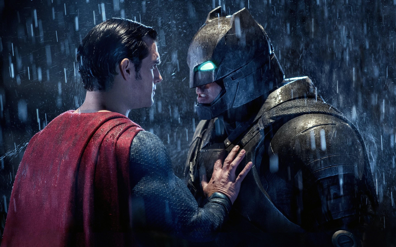 Download Batman v Superman HD Wallpaper In 2048×1152 Screen Resolution