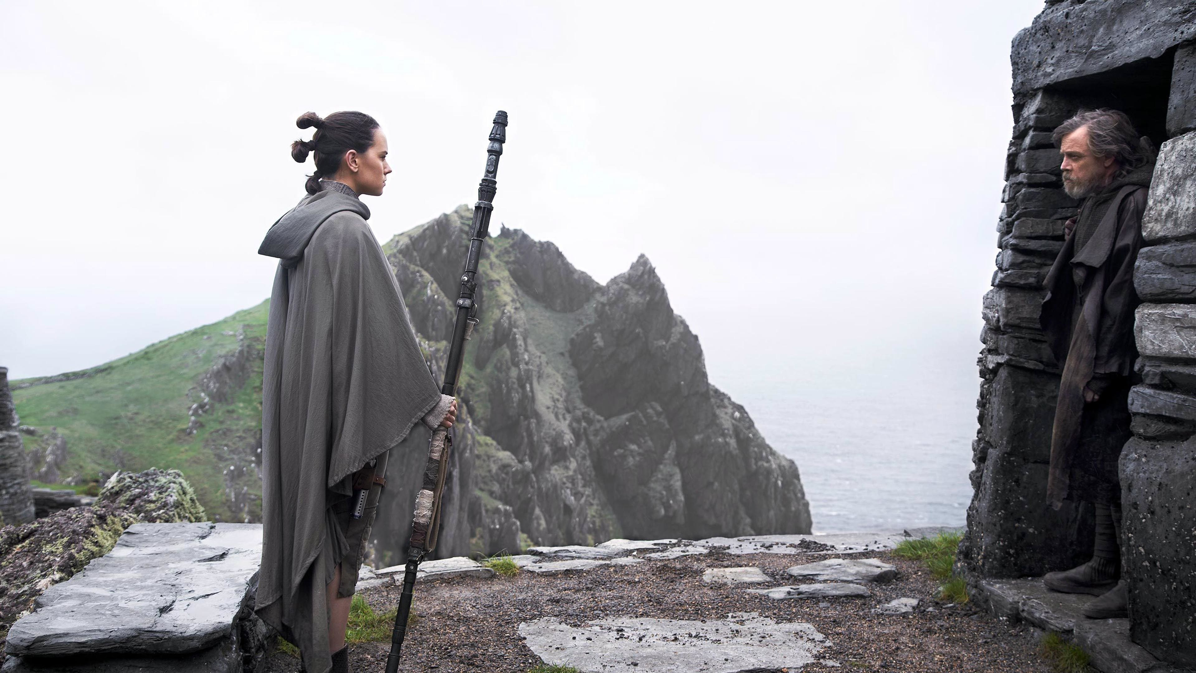 Rey (Daisy Ridley) and Luke Skywalker (Mark Hamill) – Star Wars: