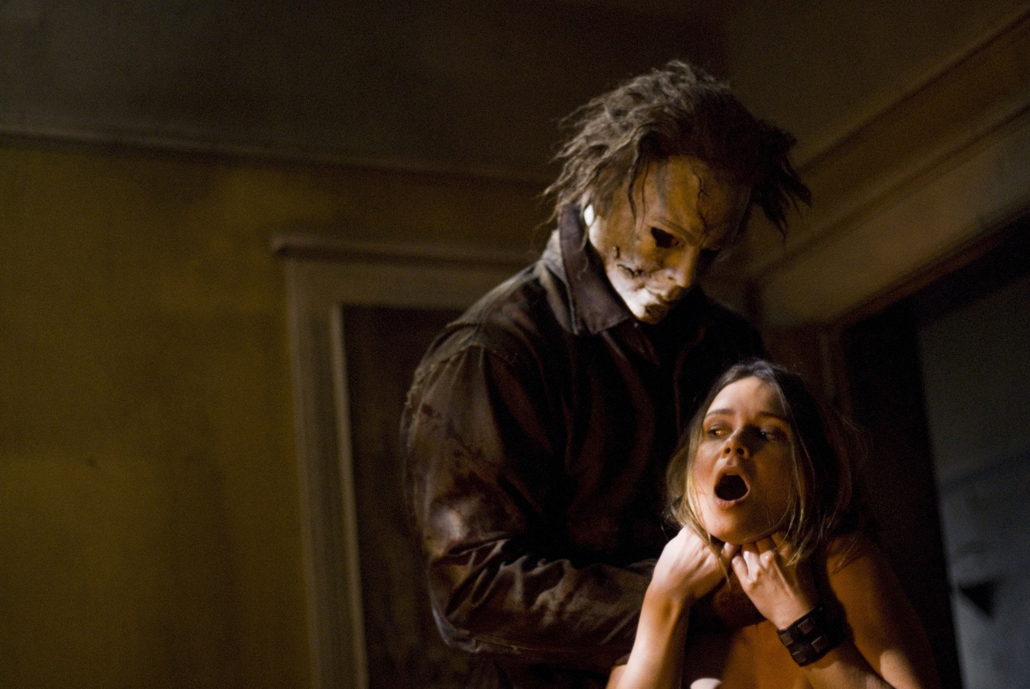 Halloween Returns': 'Saw 3D' Scribe To Direct New Michael Myers .