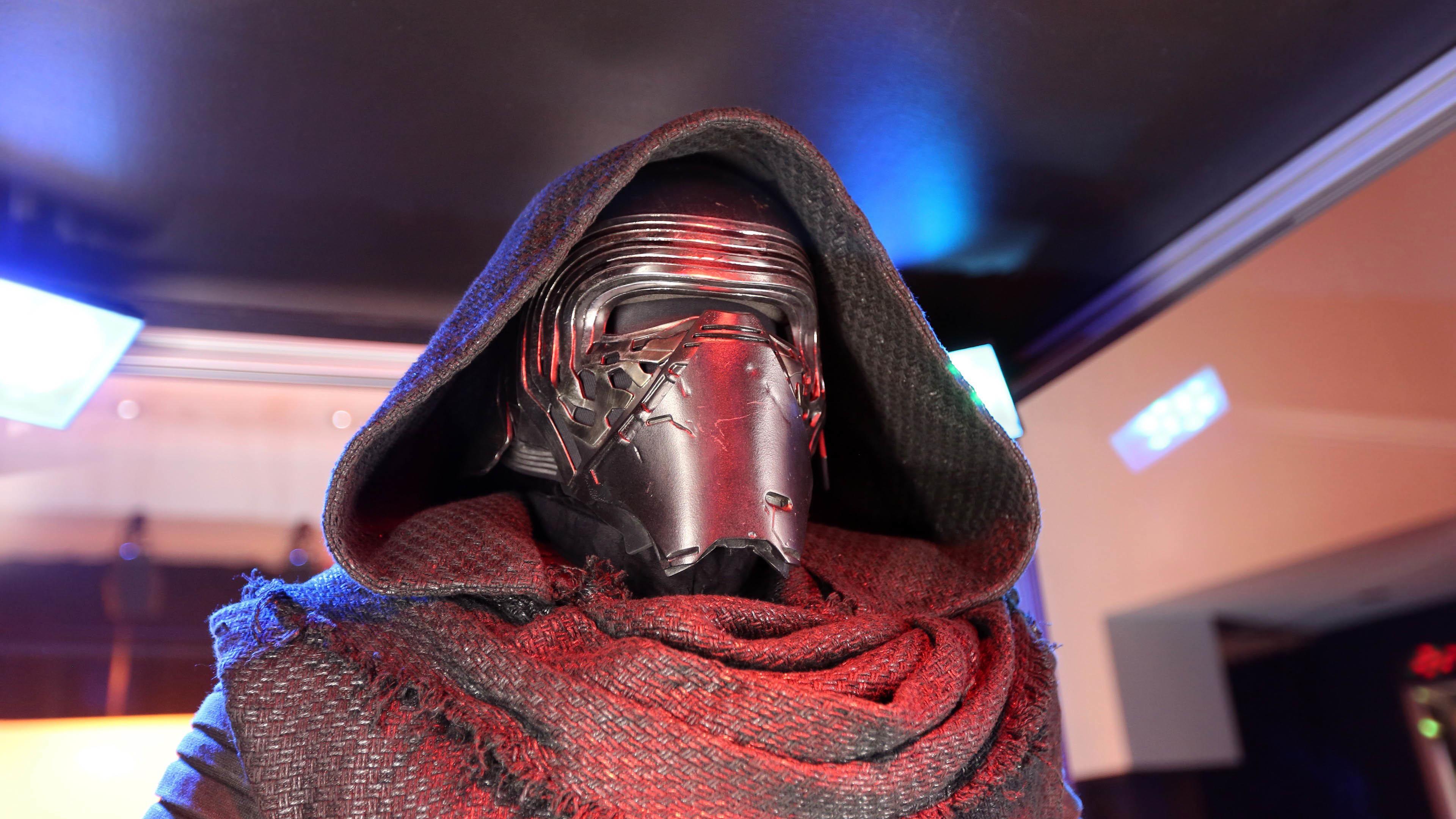 Adam Driver as Kylo Ren – Star Wars: The Force Awakens wallpaper
