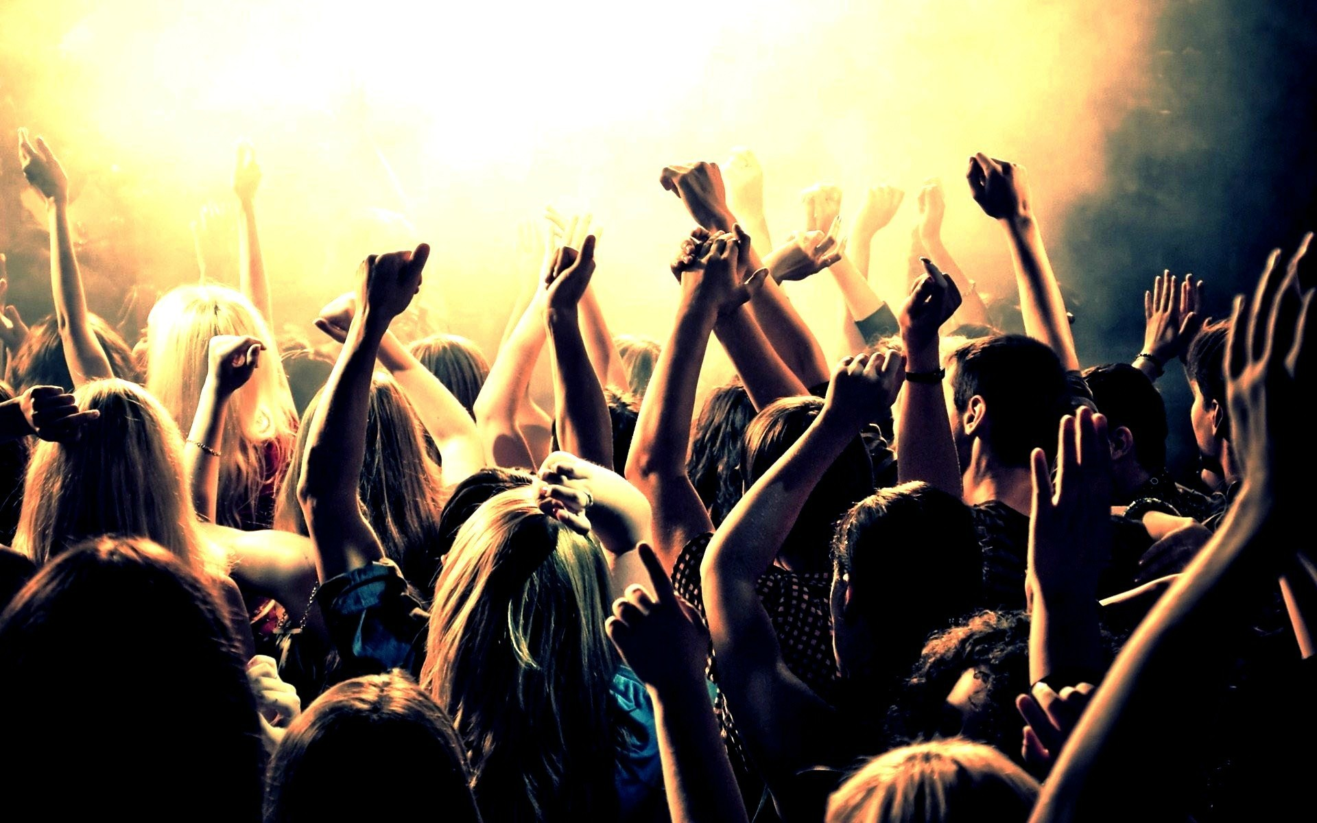 Nightlife crowd HD Wallpaper