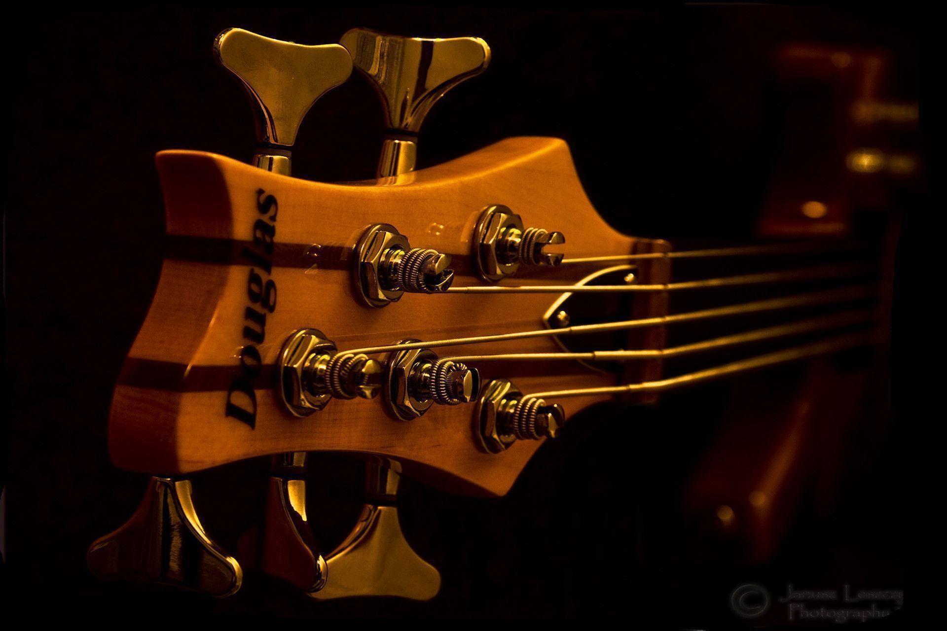 Description <b>Bass Guitar Wallpaper</b>