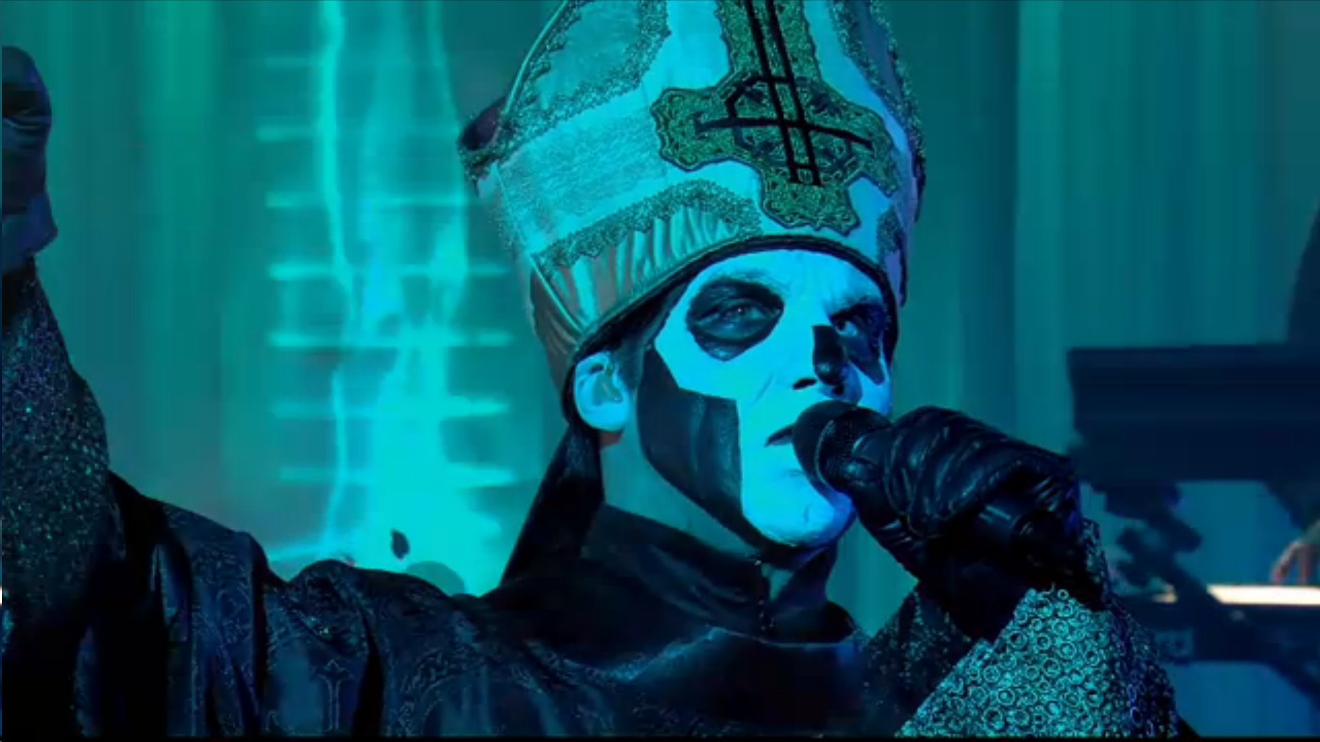 Ghost Performs 'If You Have Ghosts' Live On Canal+
