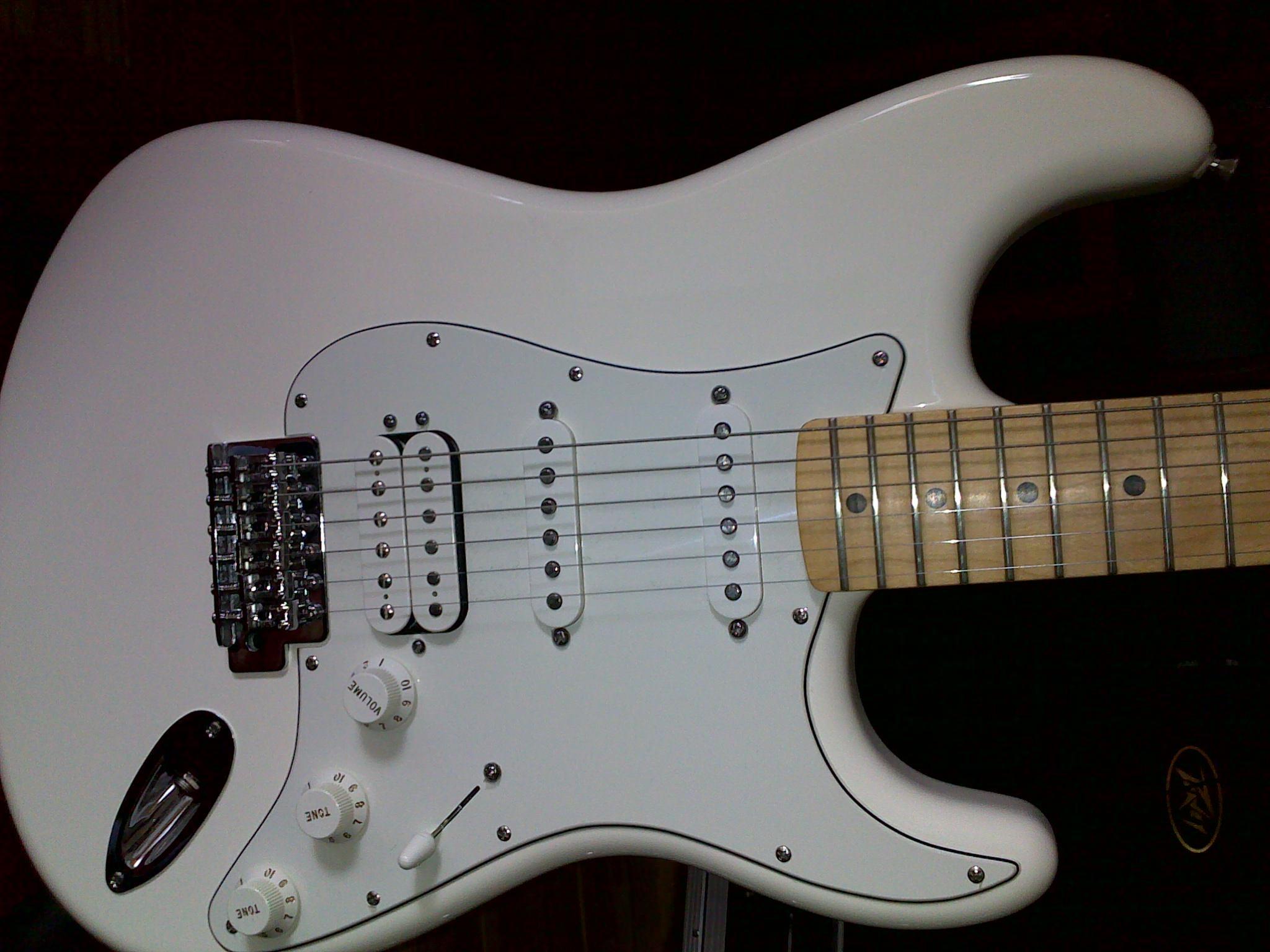 Fender Standard Stratocaster [1990-2005] yann4140 images