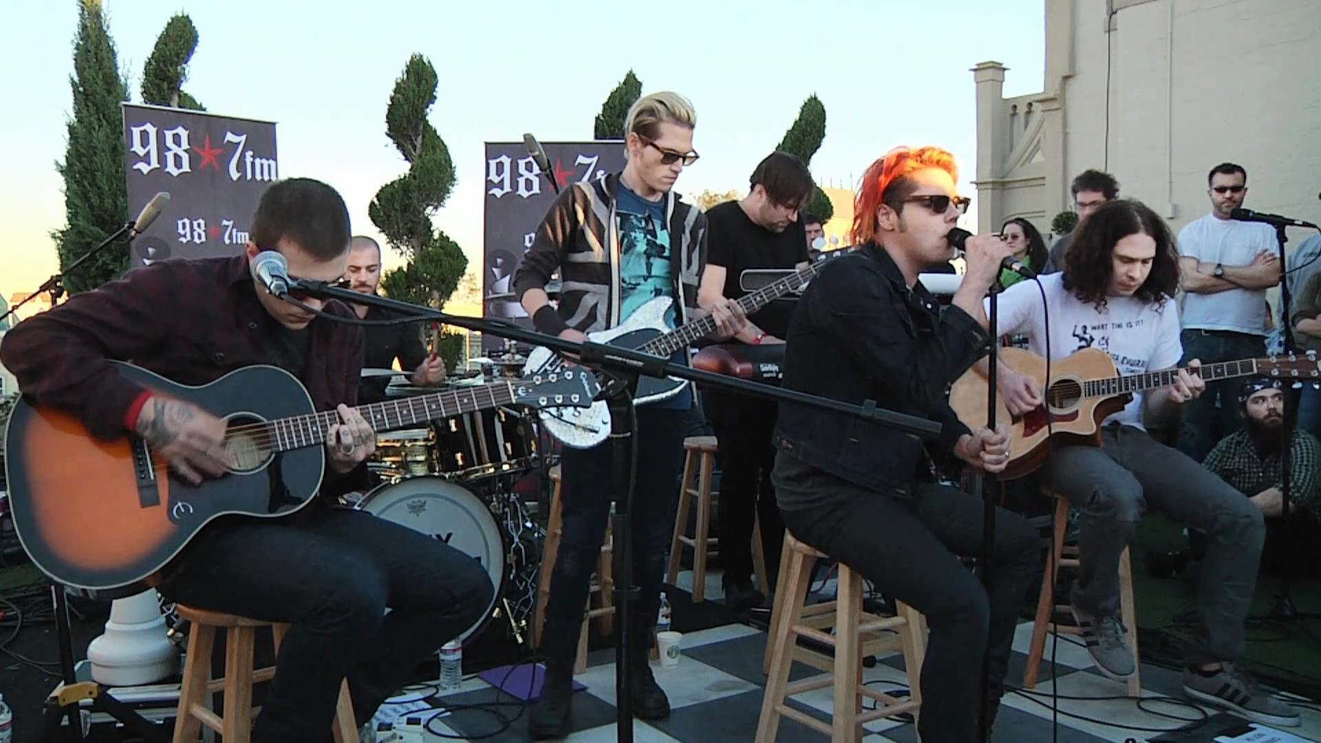 My Chemical Romance – Helena (Live Acoustic at 98.7FM Penthouse) – YouTube