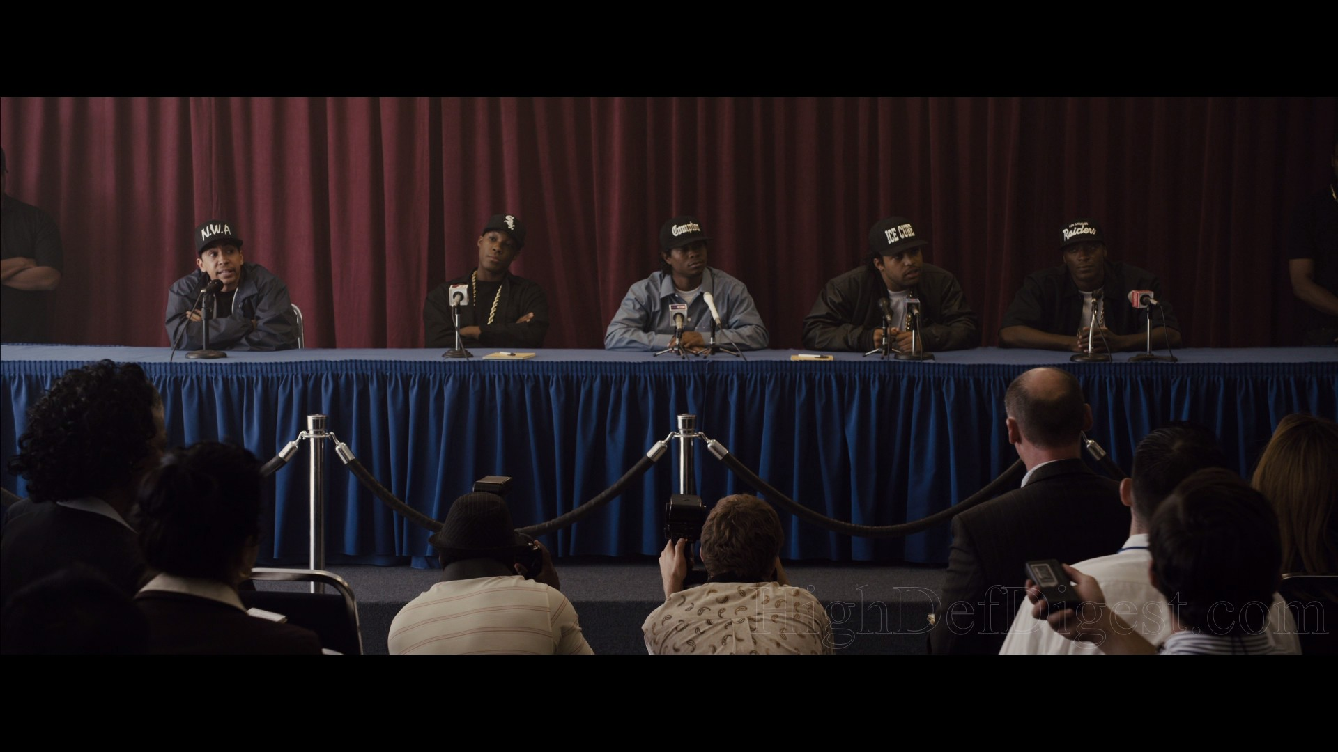 Becoming N.W.A. (HD, 9 min) — A focus on the cast and finding the right  actors.