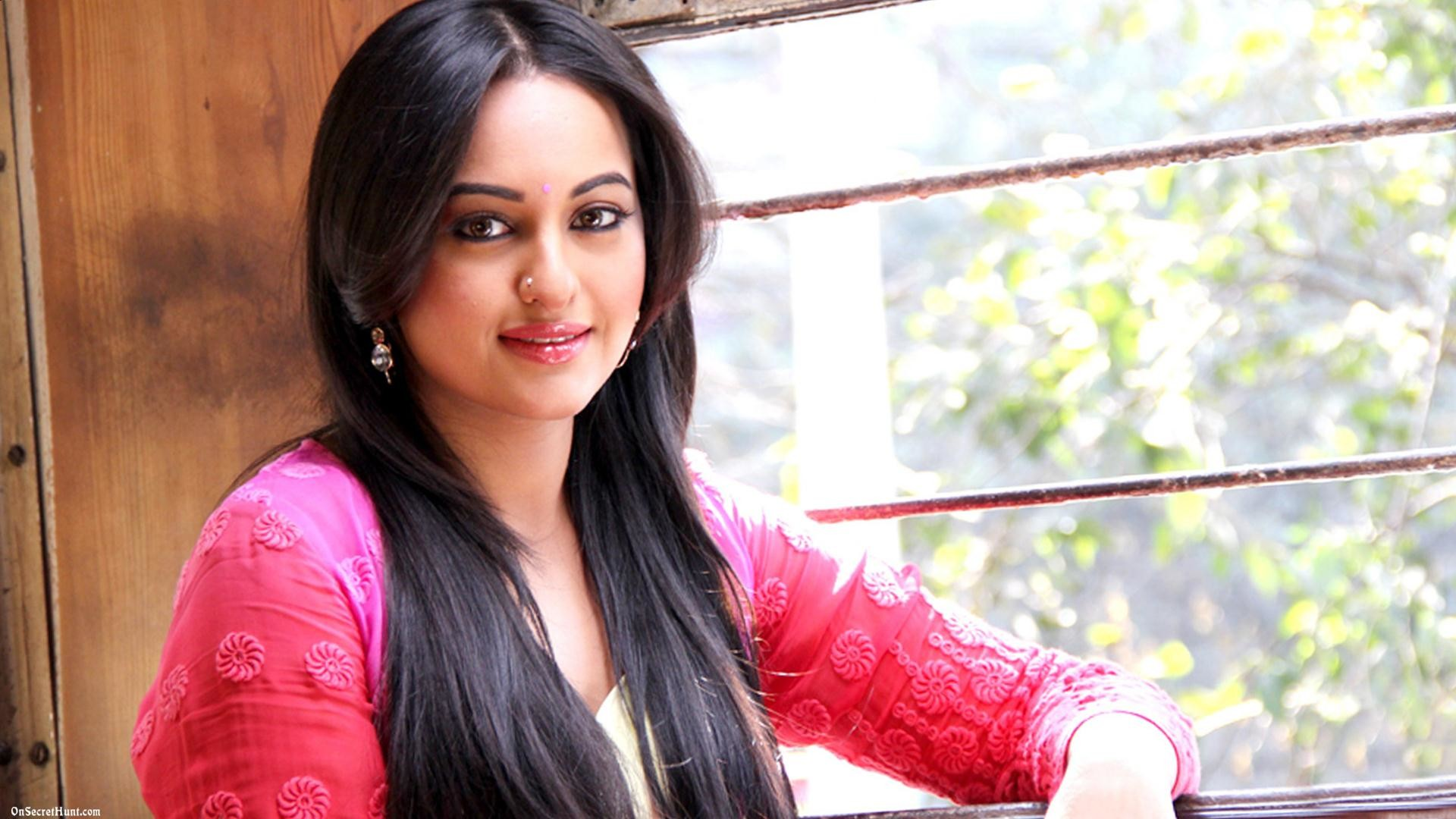 Sonakshi Sinha Wallpapers Stills