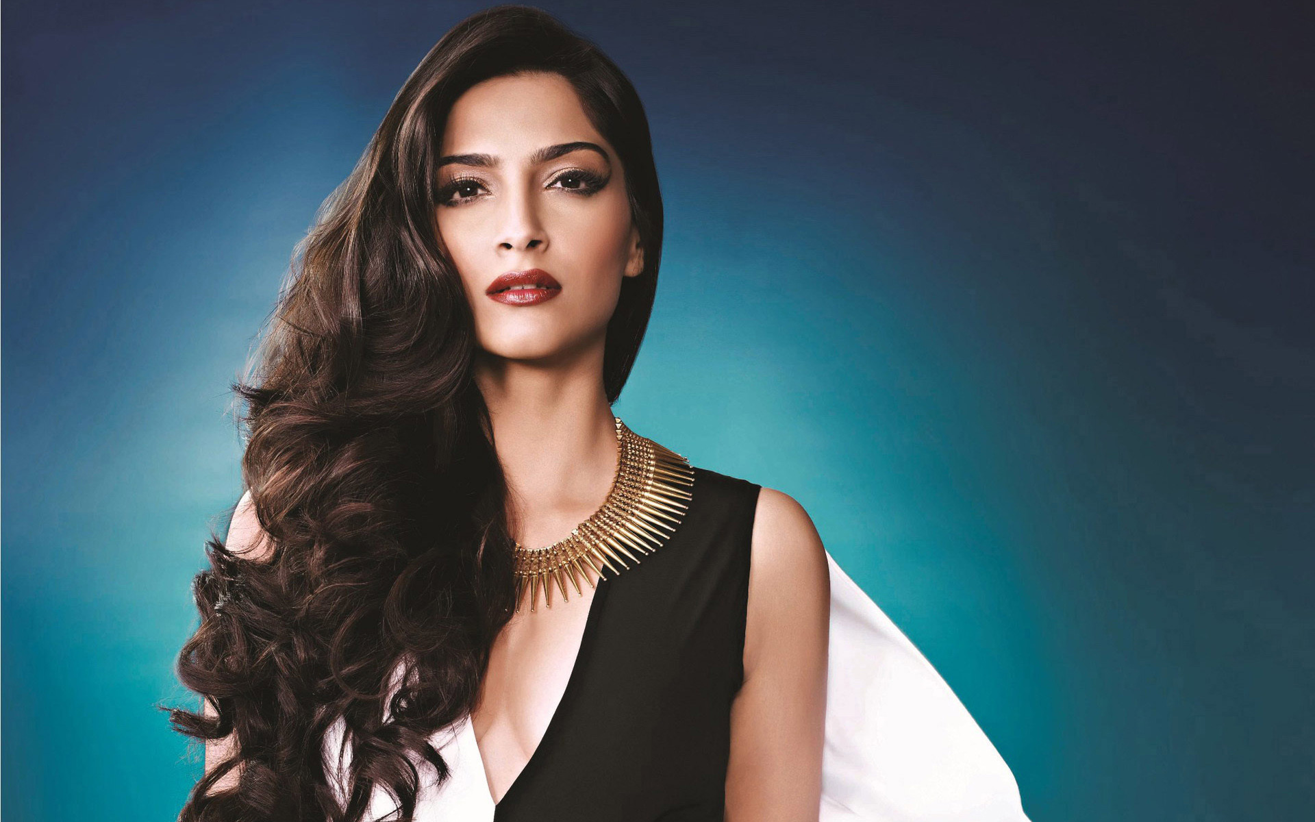 Sonam Kapoor Latest Wallpapers