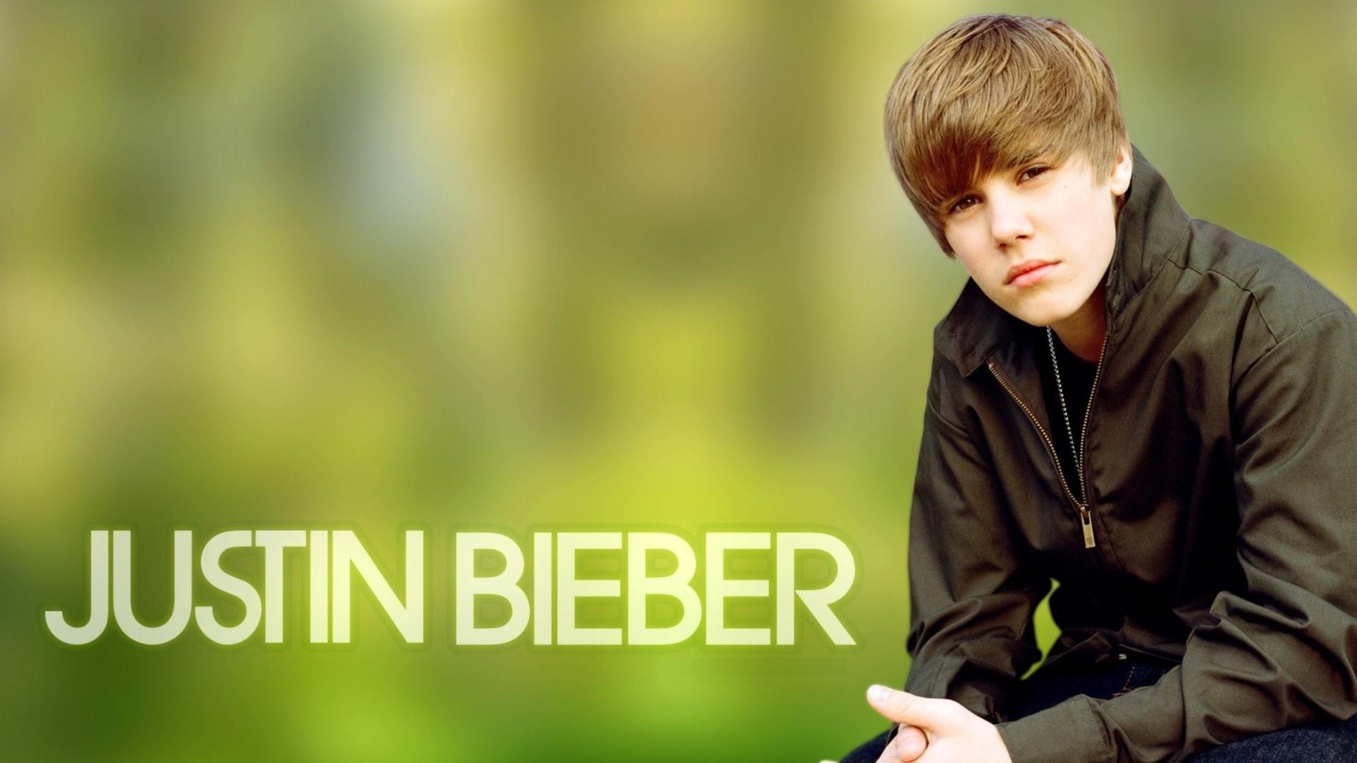 nice jb at singing – Justin Bieber Wallpaper