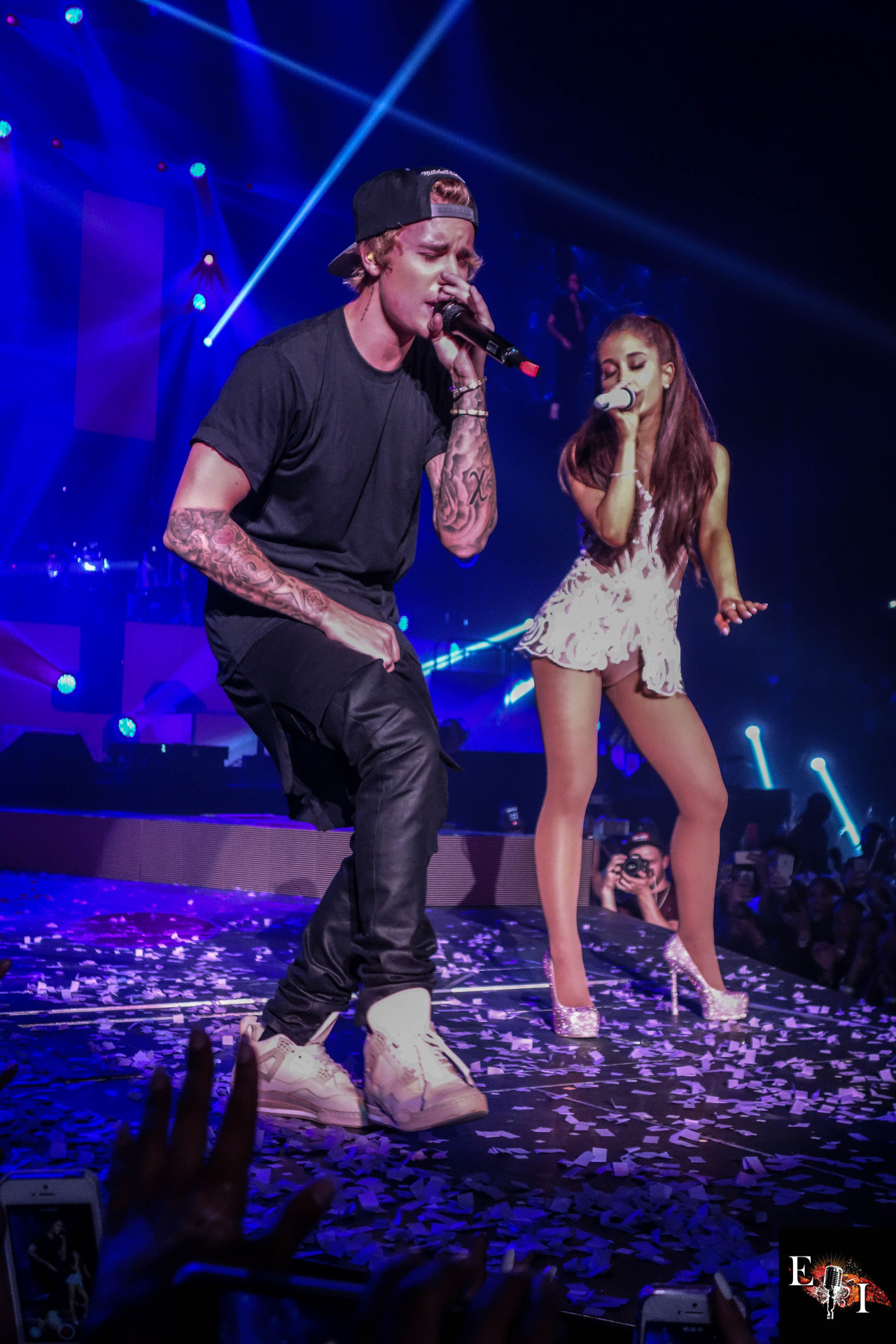 Ariana Grande: Performing with Justin Bieber -10 – Full Size