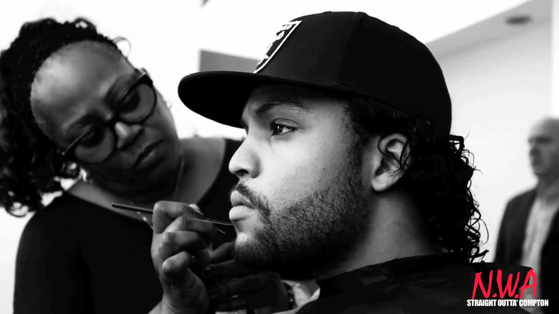 Straight Outta Compton Photo Shoot [Behind the Scenes] – YouTube