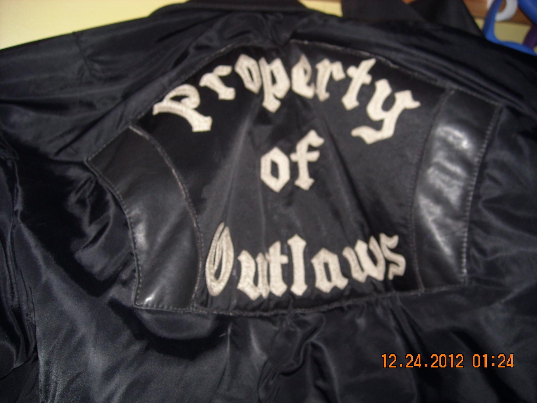 Judge says Outlaws biker group won't get vests, badges back after bar brawl  – Chicago Tribune