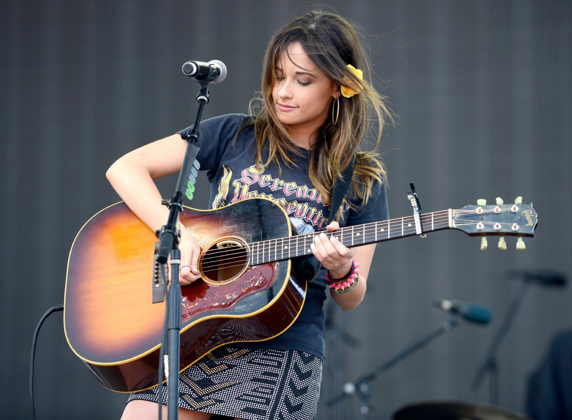 kacey musgraves casey masgreyvs is an american country music singer vocals  guitars live statement
