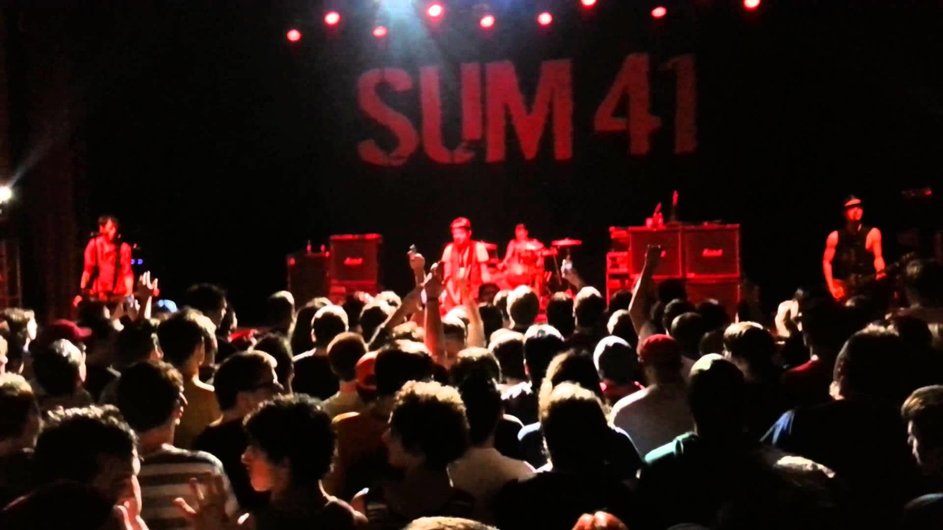 Sum 41 (Live): Pieces – YouTube