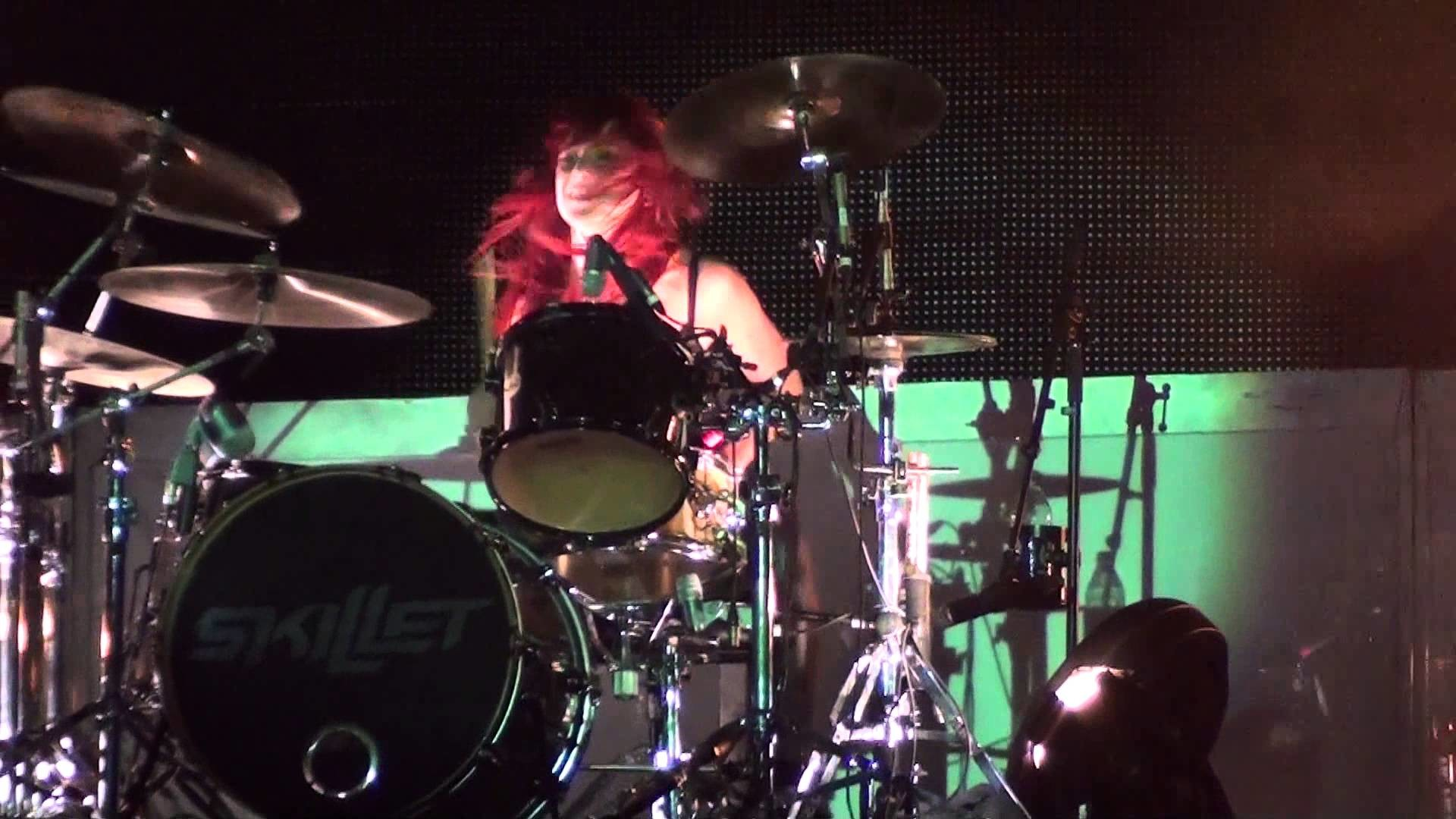 Skillet – Jen Ledger (Drum) Solo – New Show! – HD Video! – Live @ Kingsfest  2013 – YouTube