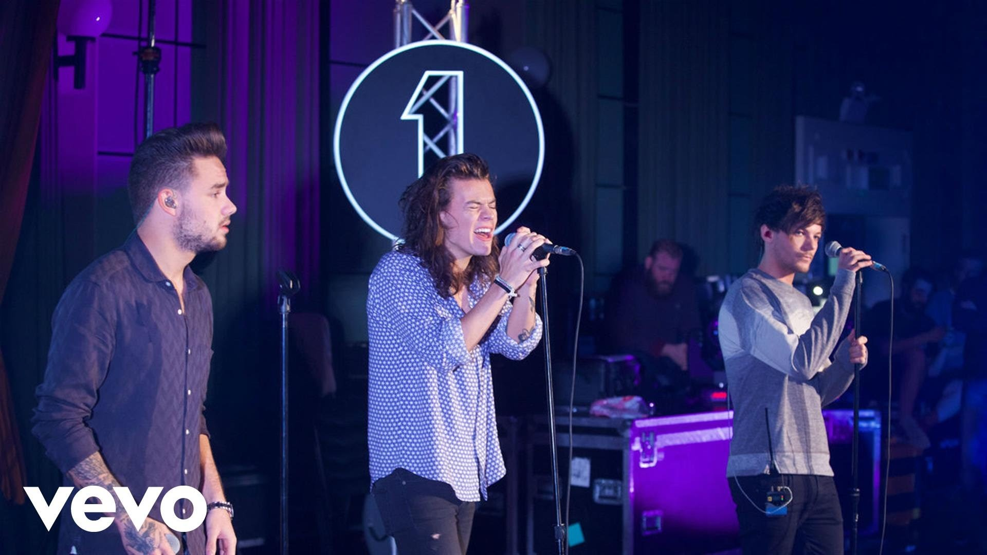 One Direction – Torn (Natalie Imbruglia cover in the Live Lounge) – YouTube